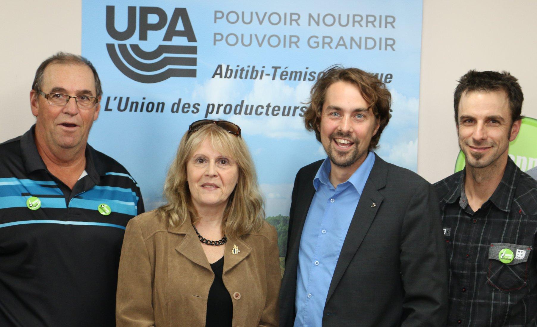 Sylvie Bérubé et Sébastien Lemire du Bloc québécois avec L'UPA