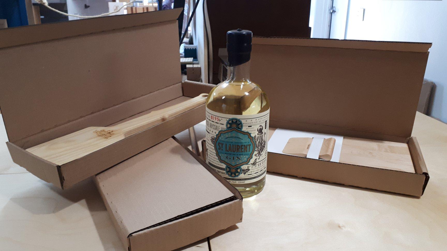Face à un manque de boîtes en carton pour livrer ses produits, Rabo D.Bois s'est associé à la Distillerie du St-Laurent pour récupérer leurs cartons.