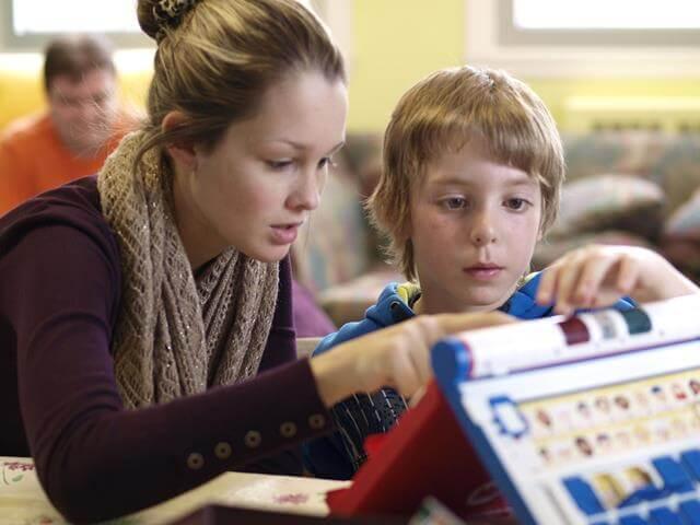 Pro-Jeune-Est est un organisme communautaire autonome qui a pour mission la prévention de l'abandon scolaire chez les jeunes de 5 à 17 ans.
