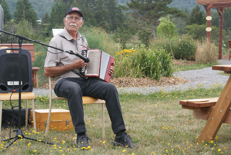Romain Caron à l'accordéon au Croc-Nature