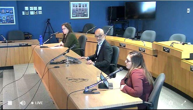 Karine Desrosiers, directrice du Service des loisirs, de la culture et la vie communautaire ; Marc Parent, maire de Rimouski ; Josianne Beaulieu, cheffe par intérim à la Vie communautaire.