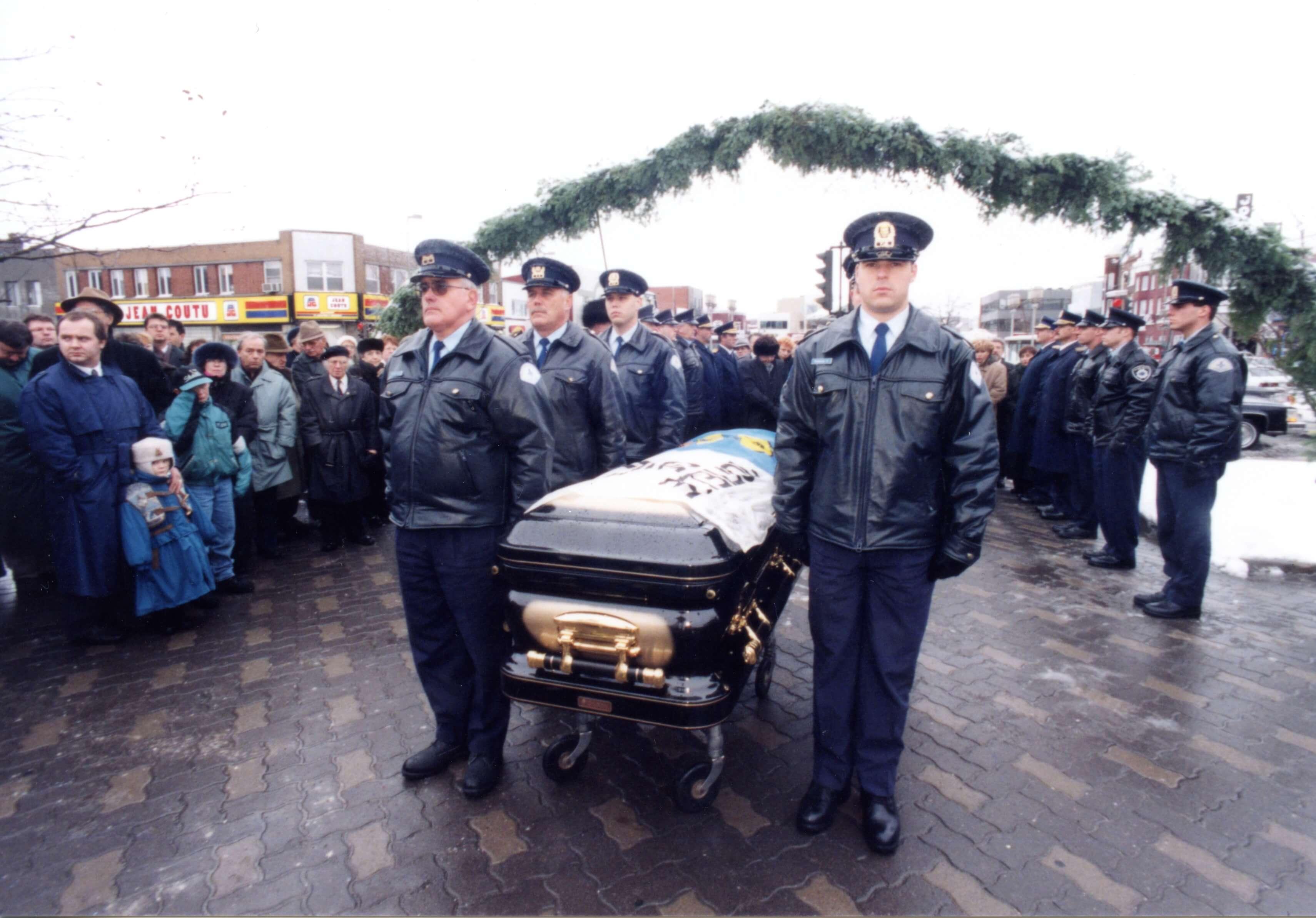 :Gilles Beaudry a été exposé à l'hôtel de ville de Joliette et des funérailles civiques ont été célébrées à l'église Saint-Pierre, le 15 novembre 1995, soit quatre jours après son décès.