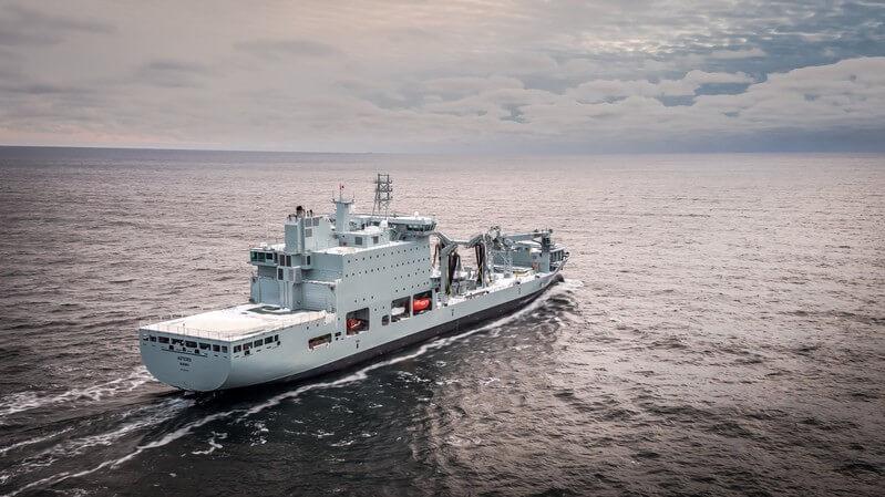 Le nouveau navire-mère de la Marine royale canadienne met les voiles