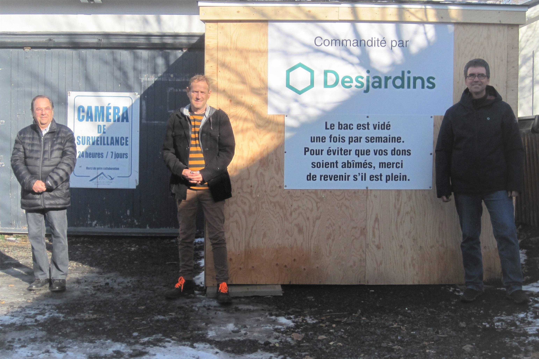 Le président du conseil d'administration de Desjardins, Gilles H. Tremblay; le responsable de la friperie, Denis A. Gagnon; et le président du comité Coop de Desjardins, Francis Thibeault.