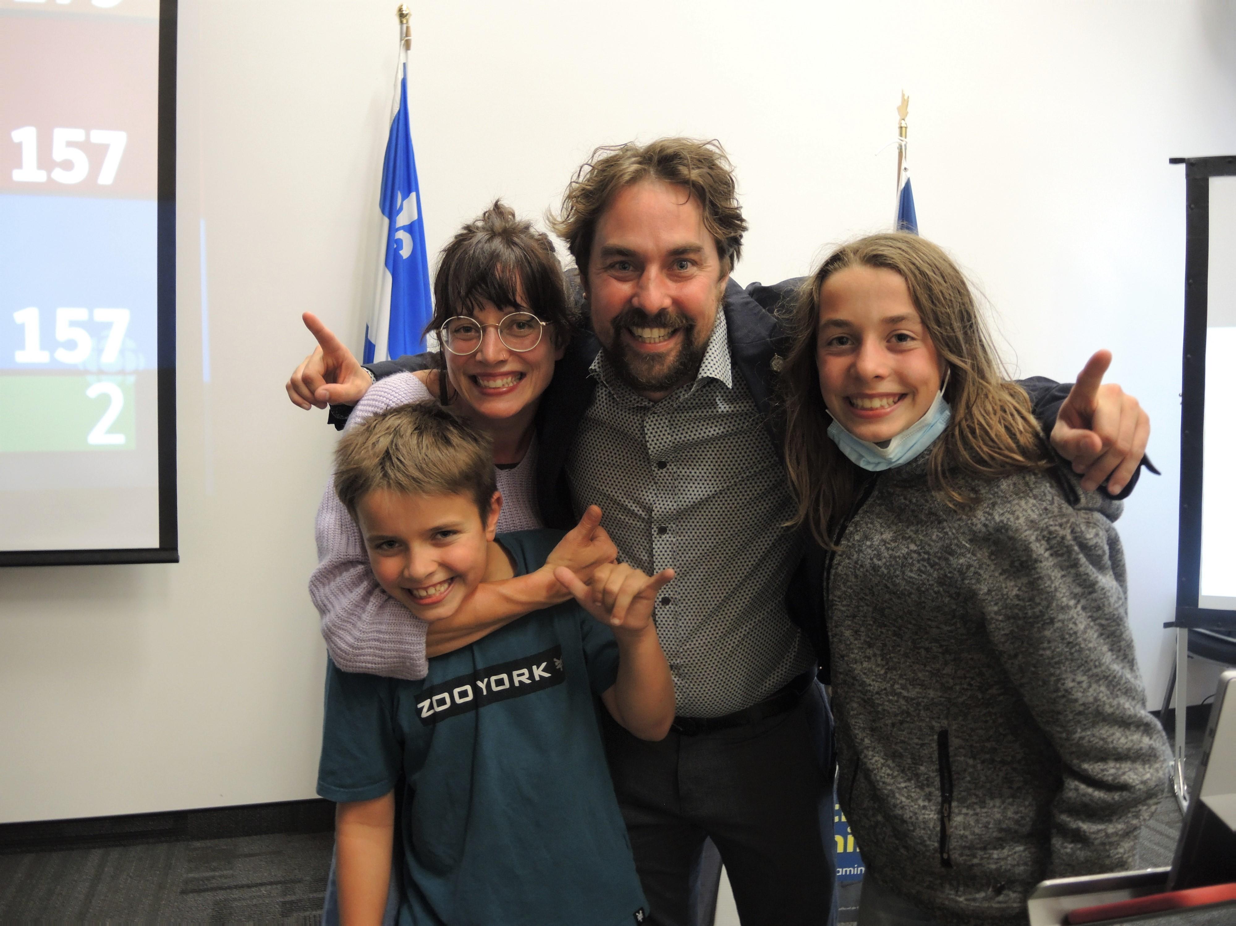 Sébastien Lemire réélu avec sa famille