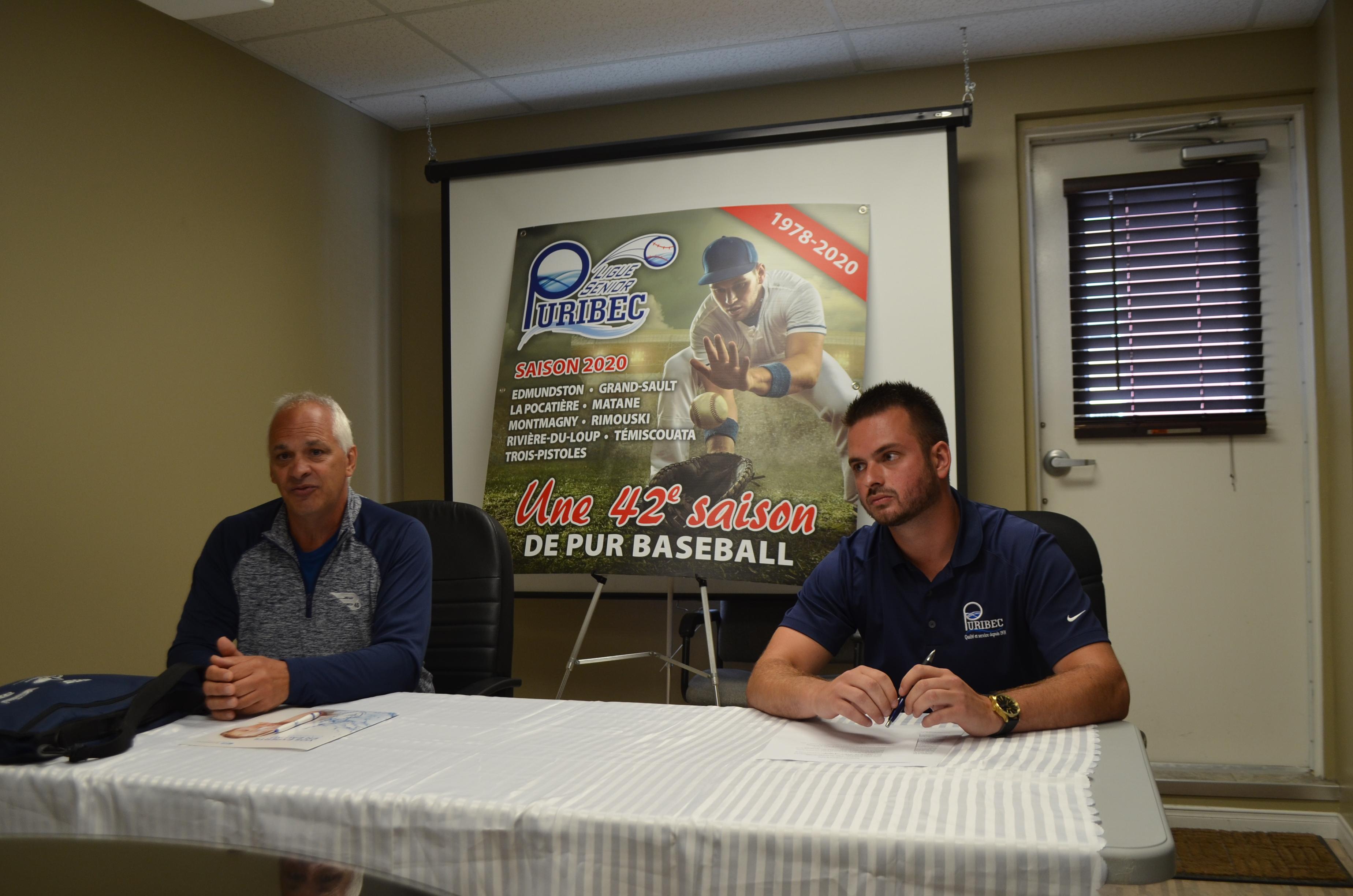 Denis Bérubé, président de la Ligue de baseball Puribec et Cédric Brisson, représentant chez Puribec.