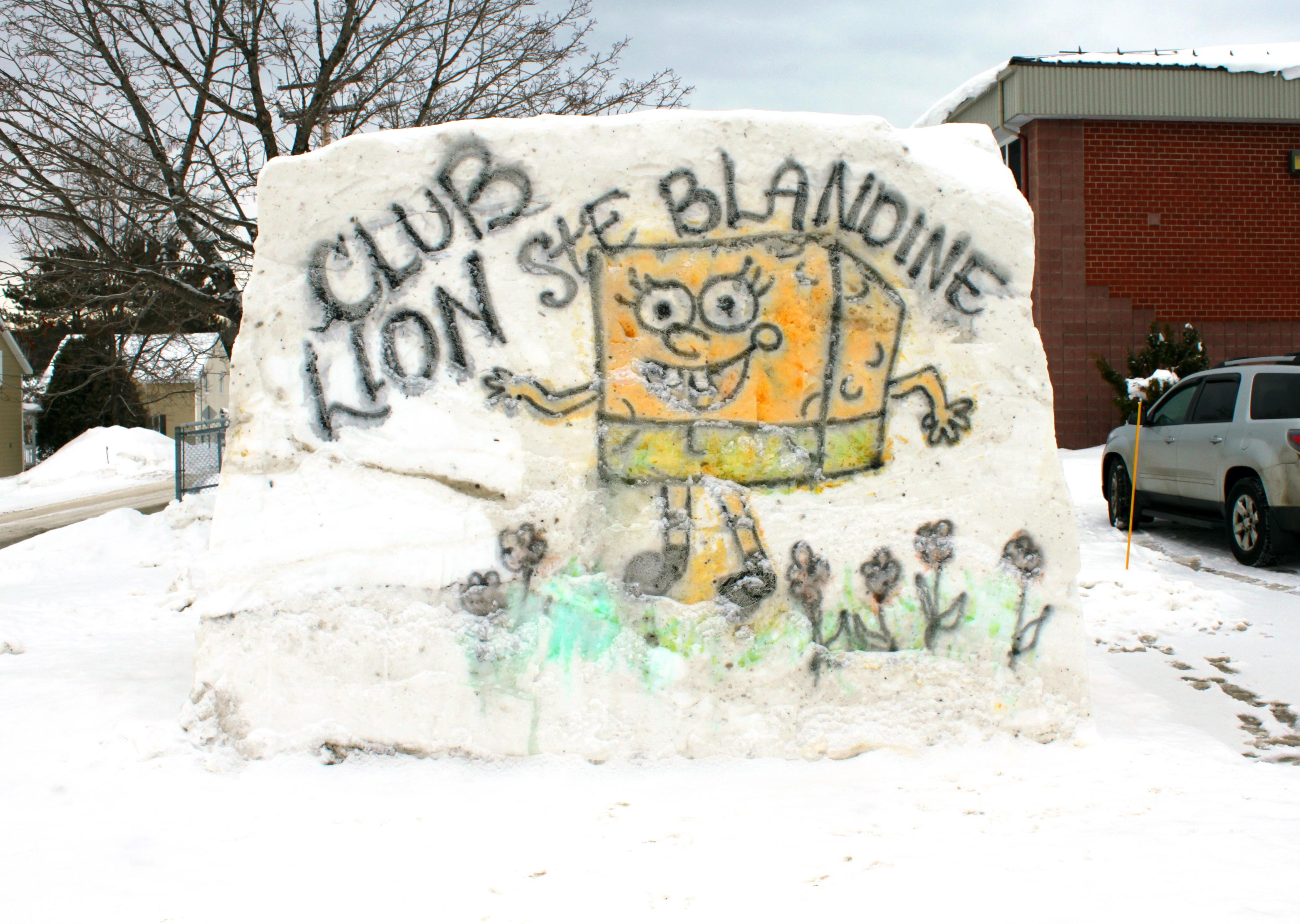 Une sculpture géante a été créée devant l'école des Merisiers de Sainte-Blandine pour lancer une collecte de fonds. Club Lions.