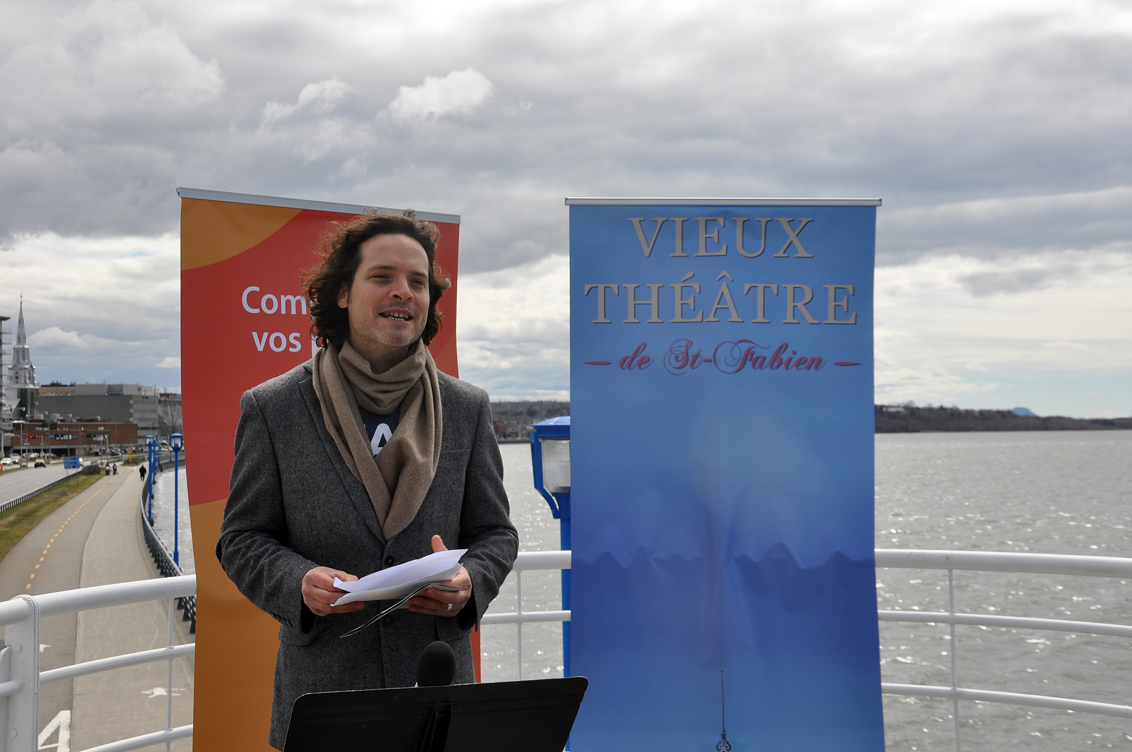 Pour illustrer la thématique de la nouvelle programmation, le Vieux-théâtre avait invité les médias à un lancement en plein vent, sur le belvédère de la promenade de la mer, à Rimouski.