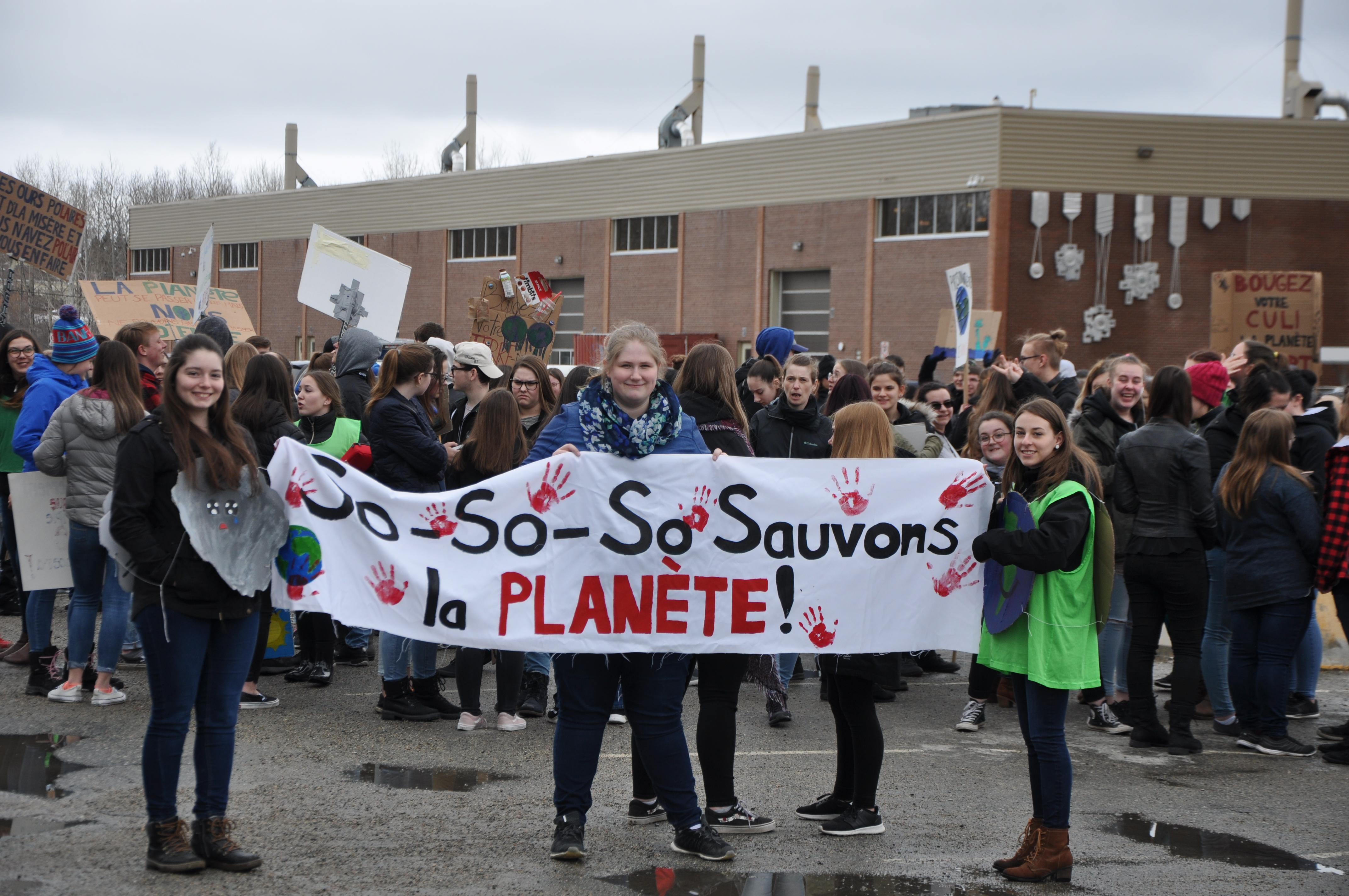 Manifestation polyno jour de la terre