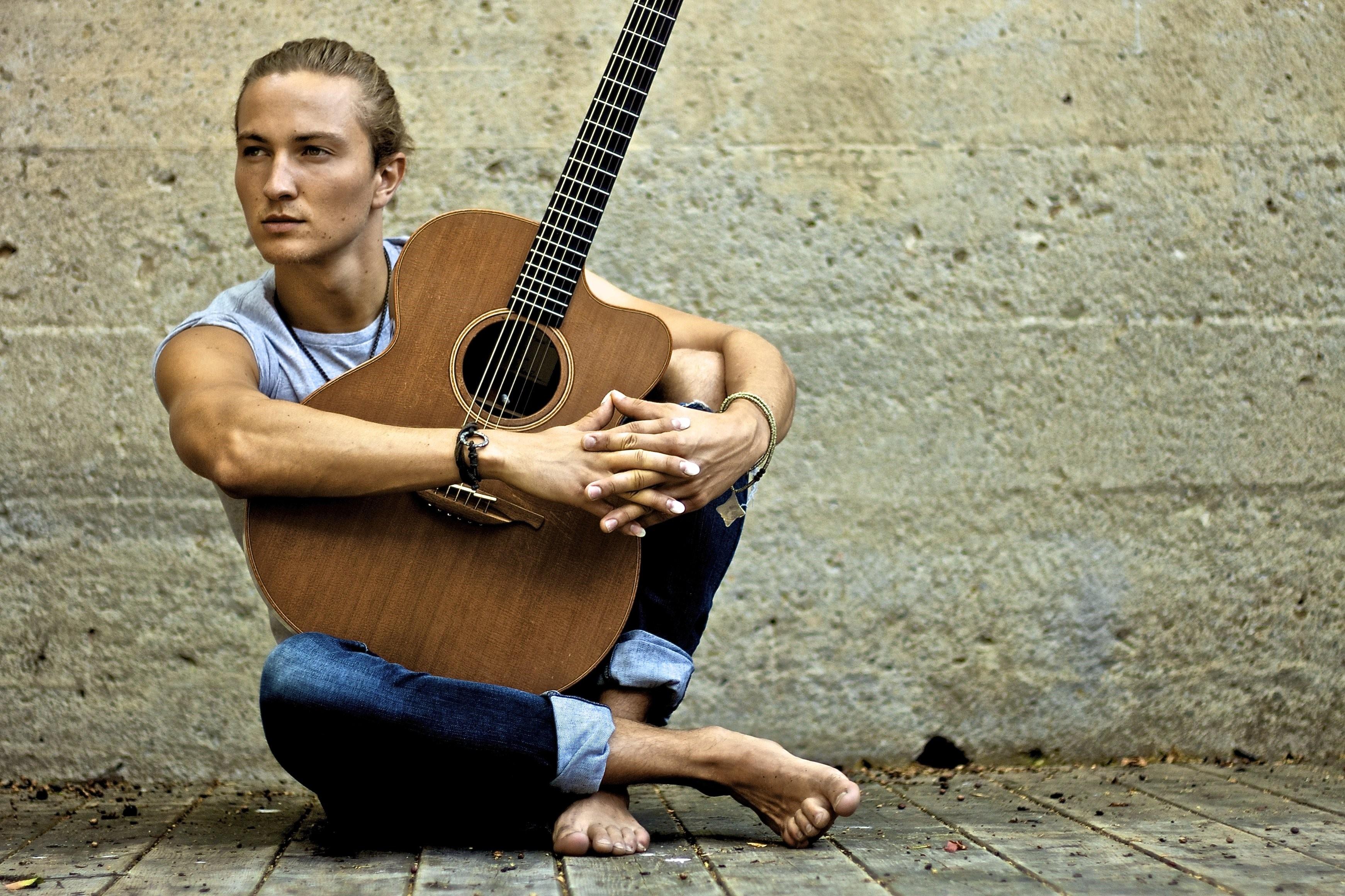 Le guitariste canadien Calum Graham.
