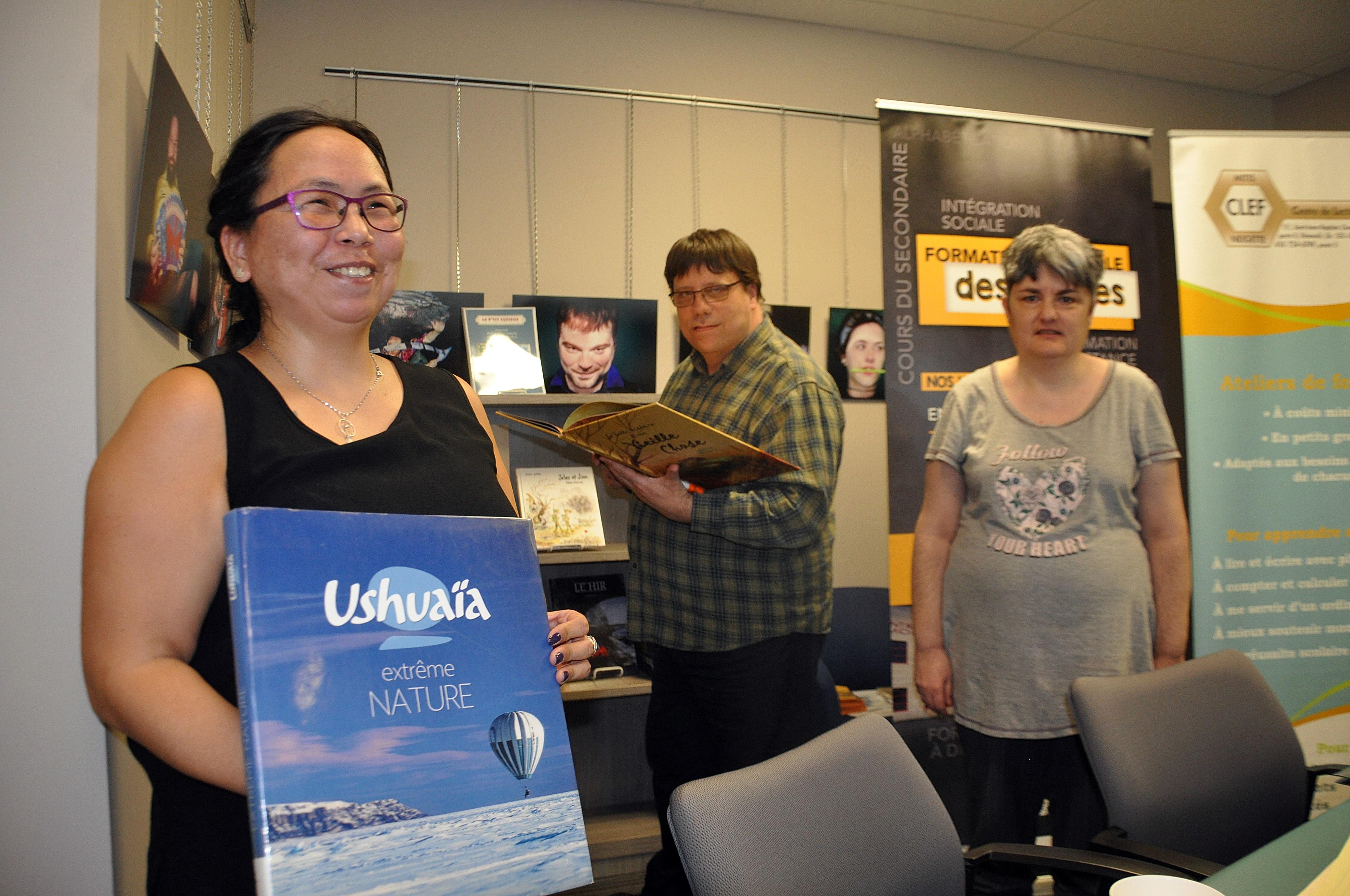 Elisapie Sivuarapik et ses collègues, qui ont choisi les livres de cette nouvelle sélection.