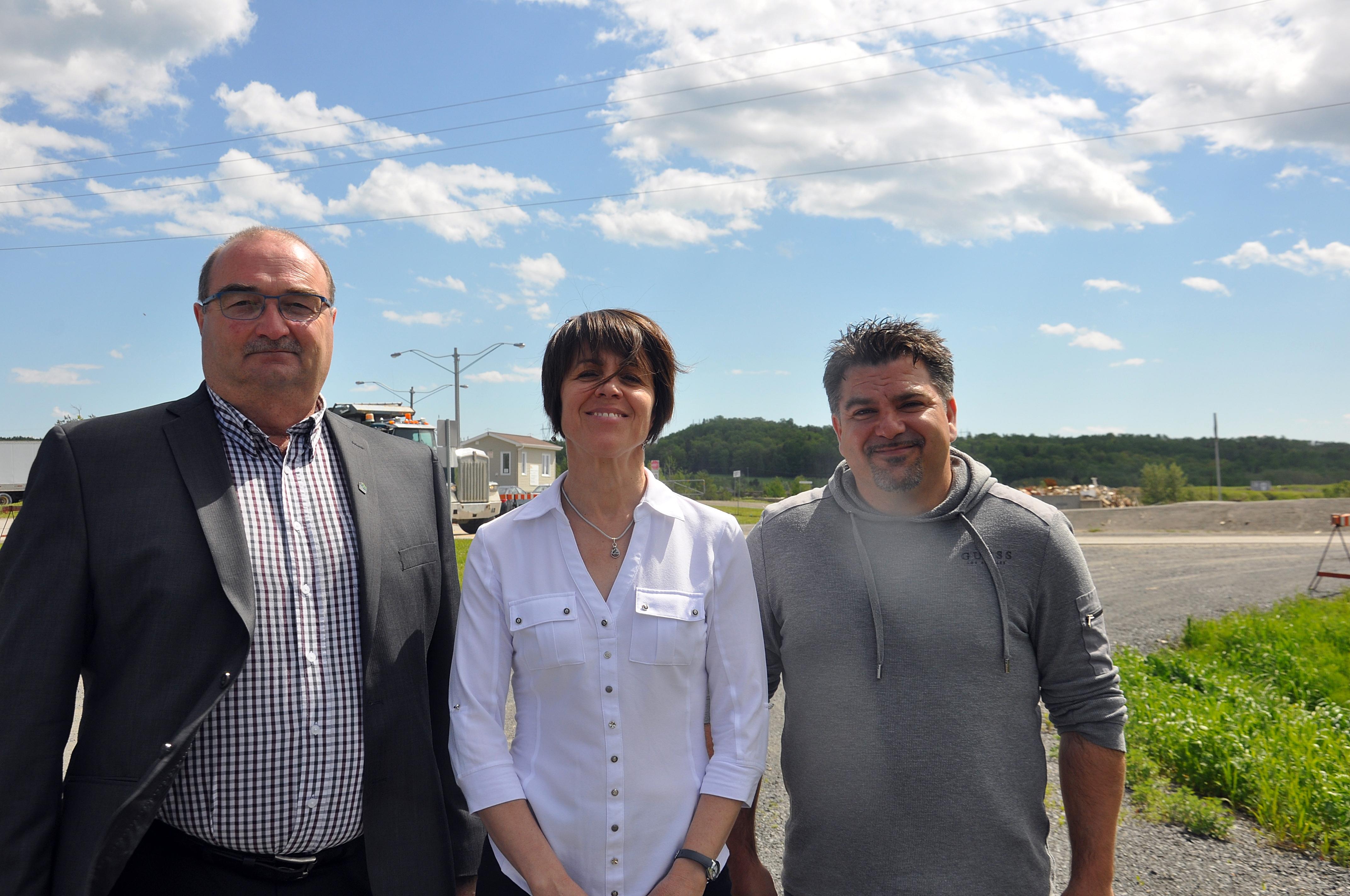 Francis St-Pierre, Claire Lafrance et Yannick Desbiens, gestionnaire du site pour la Ville de Rimouski