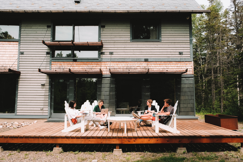 La terrasse de l'Espace MitisLab permettra aux travailleurs de se retrouver dans un endroit apaisant.