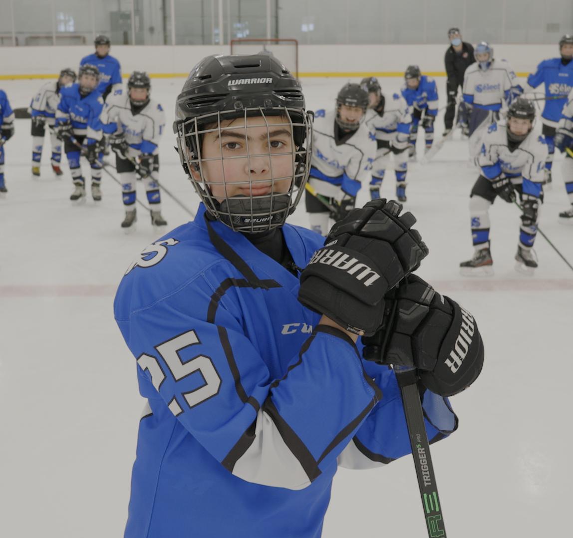 L'équipe de hockey Sélect M12 Élite de l'école Paul-Hubert participe au concours la Coupe des bonnes actions Chevrolet.
