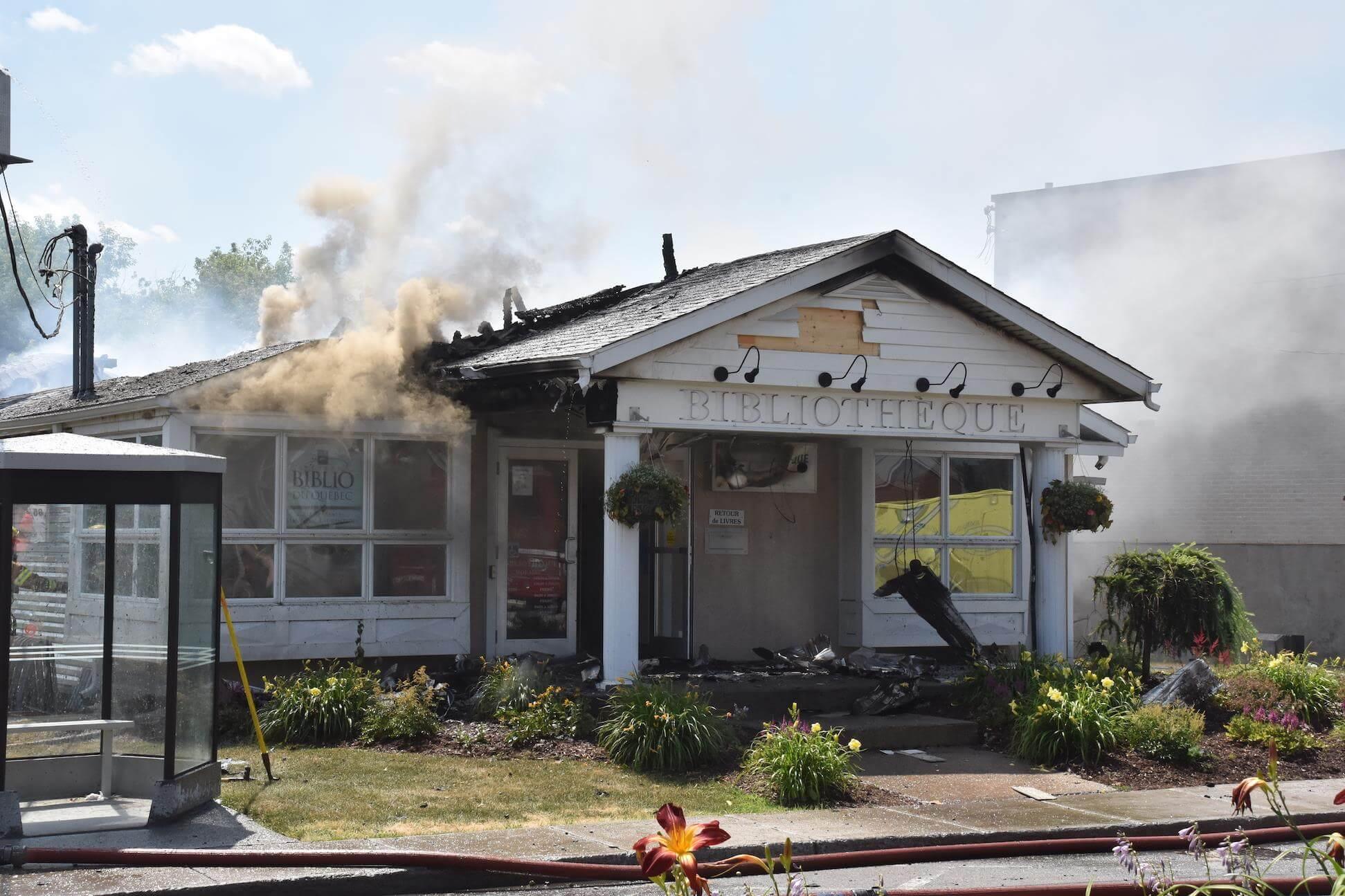 La bibliothèque municipale de Saint-Lin-Laurentides est la proie des flammes