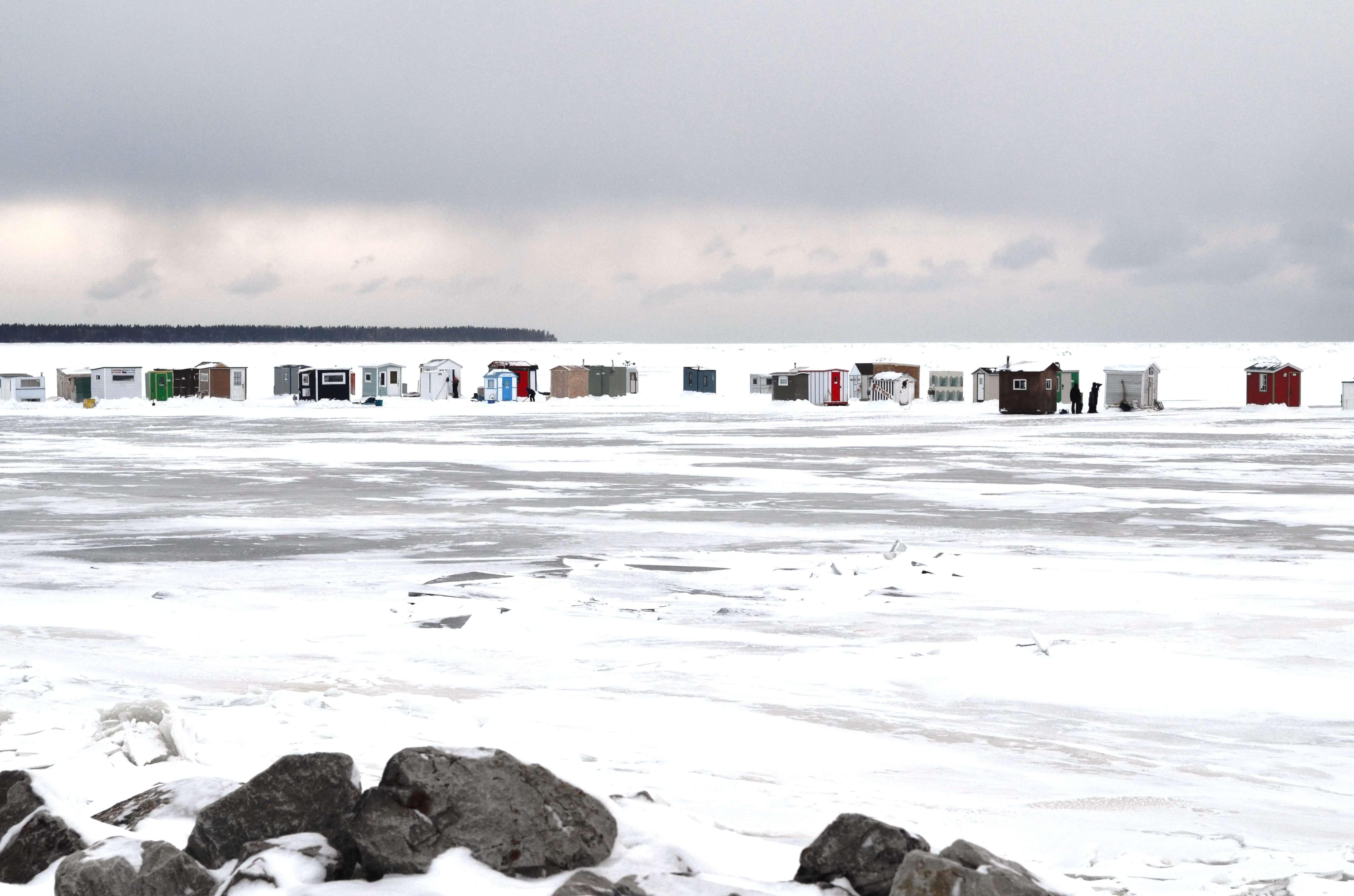 Cabanes de pêche sur la banquise à Rimouski