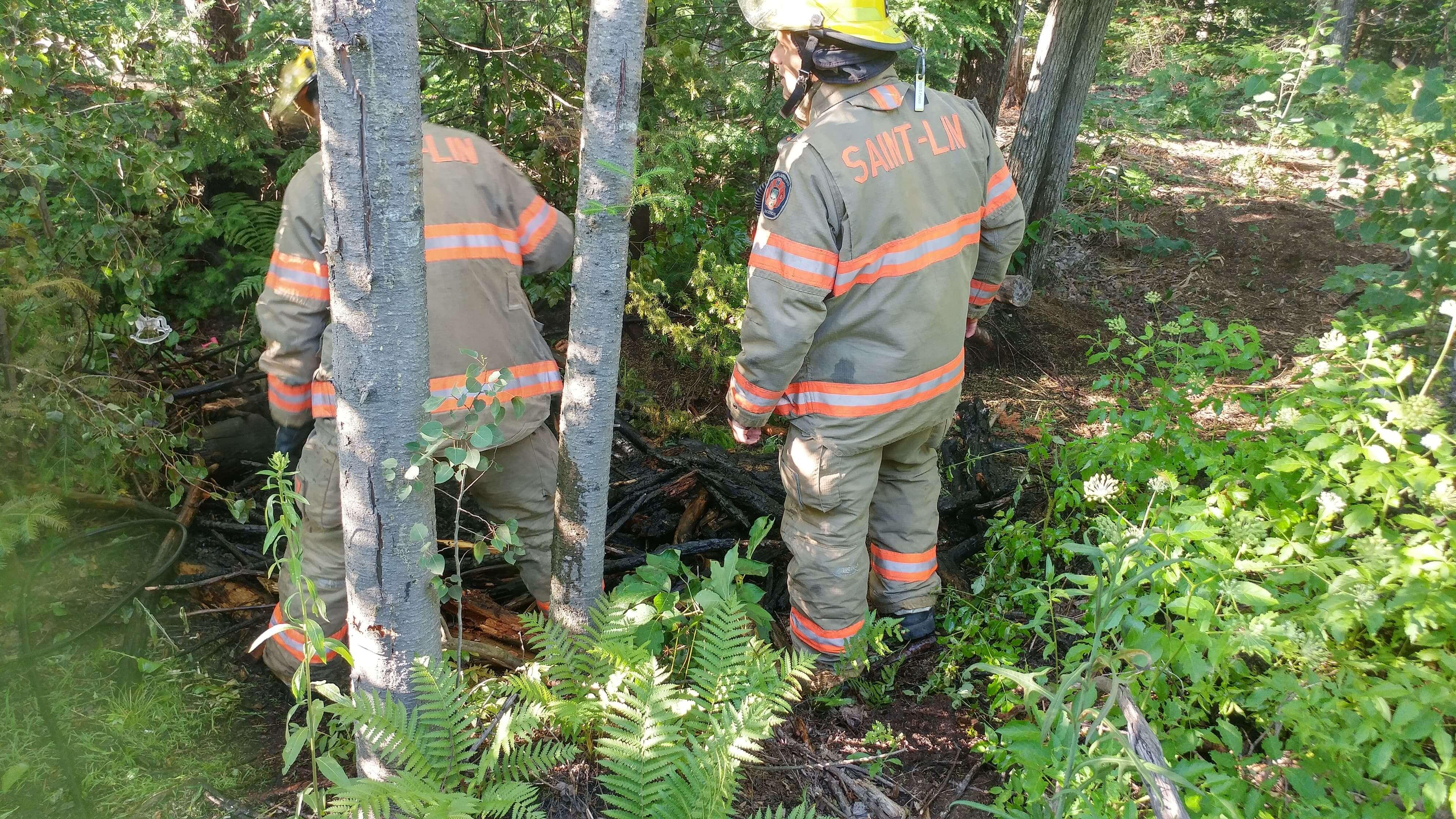 Incendie suspect dans un boisé à Saint-Lin-Laurentides