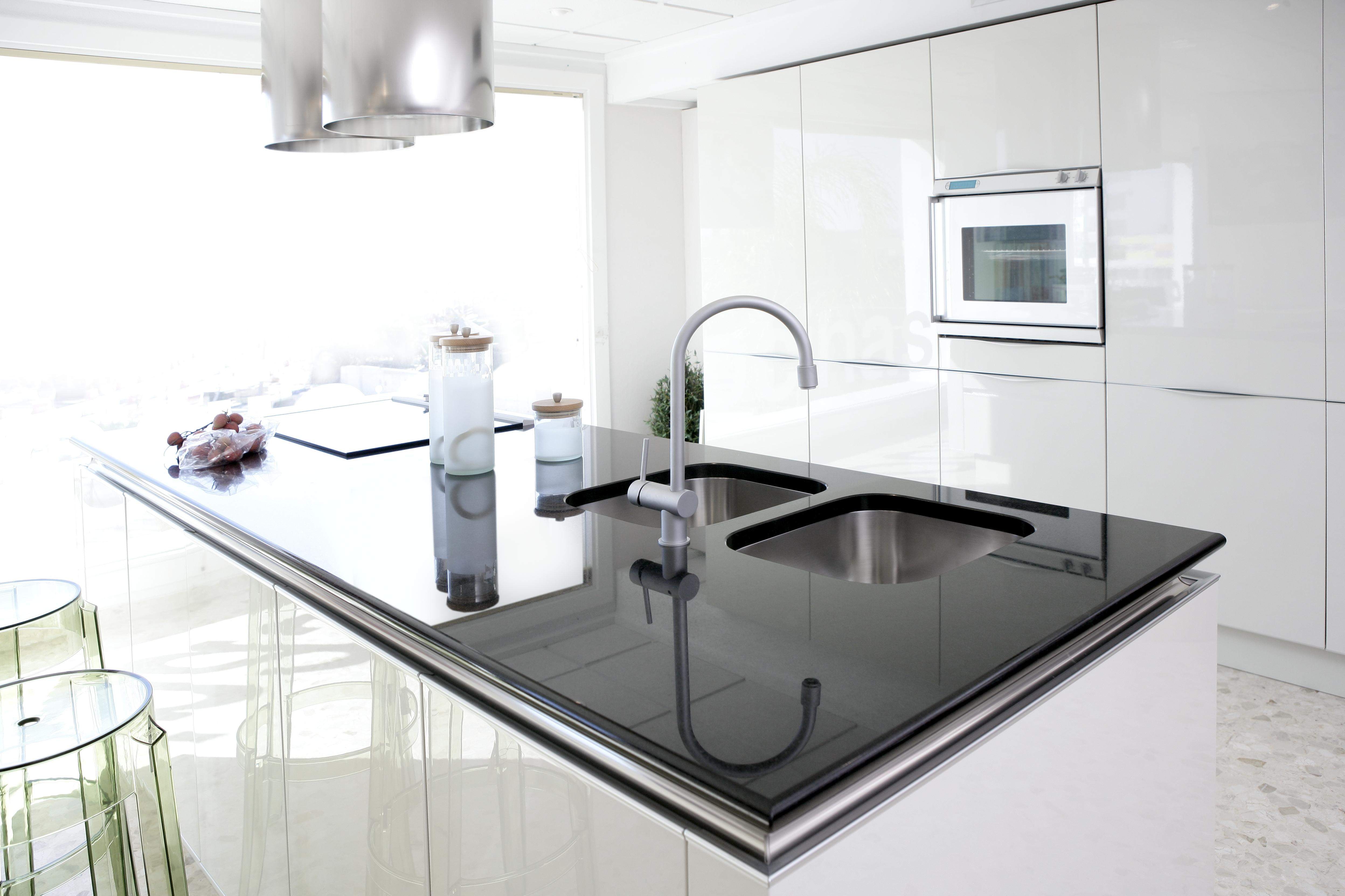cuisine blanche noire