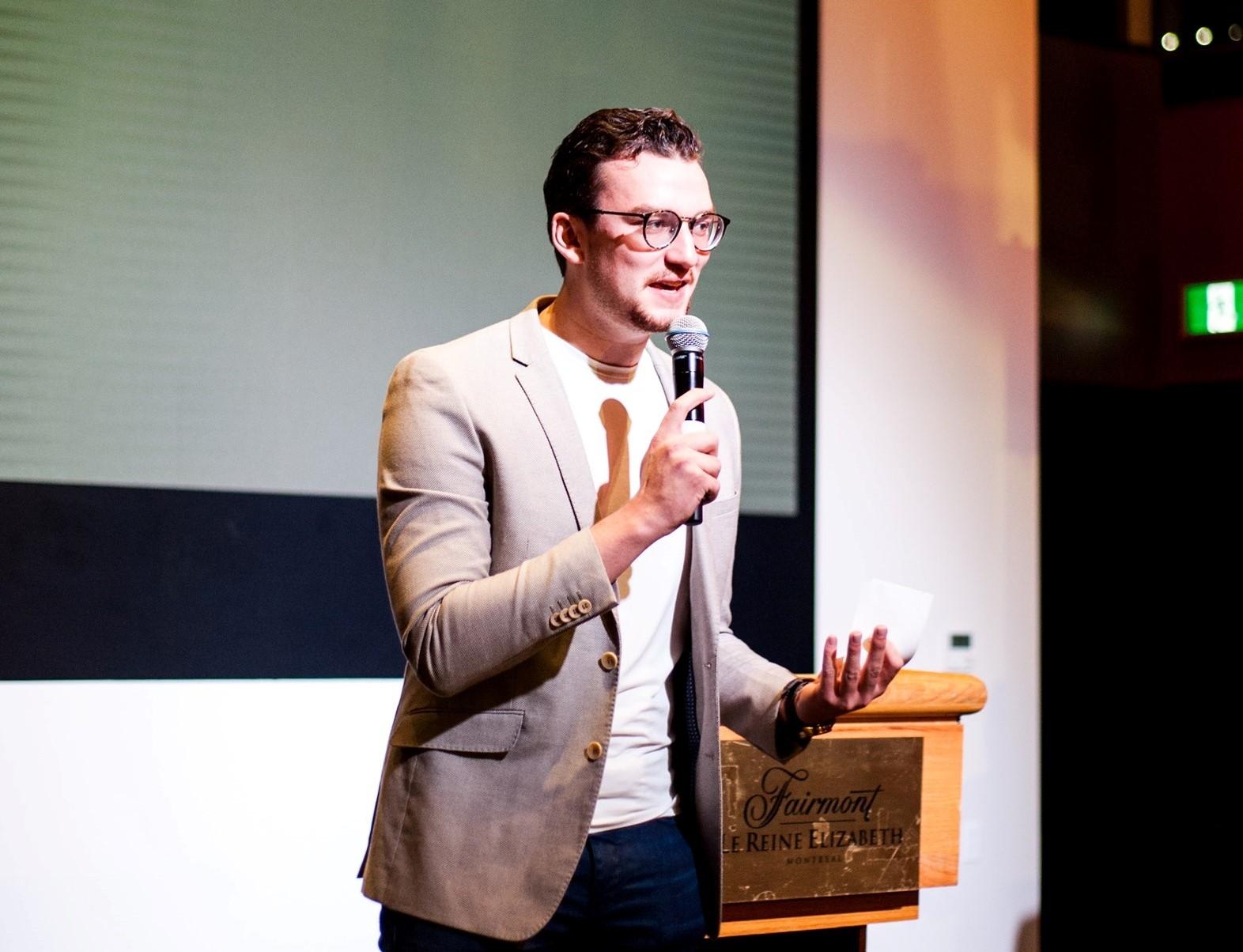 En 2017, Charles-Antoine Hallé a lancé Apprends & Entreprends, l'entreprise qui organise le Défi48. Son grand-père, J.-Roger Lévesque, a fondé une compagnie de construction à Rimouski.