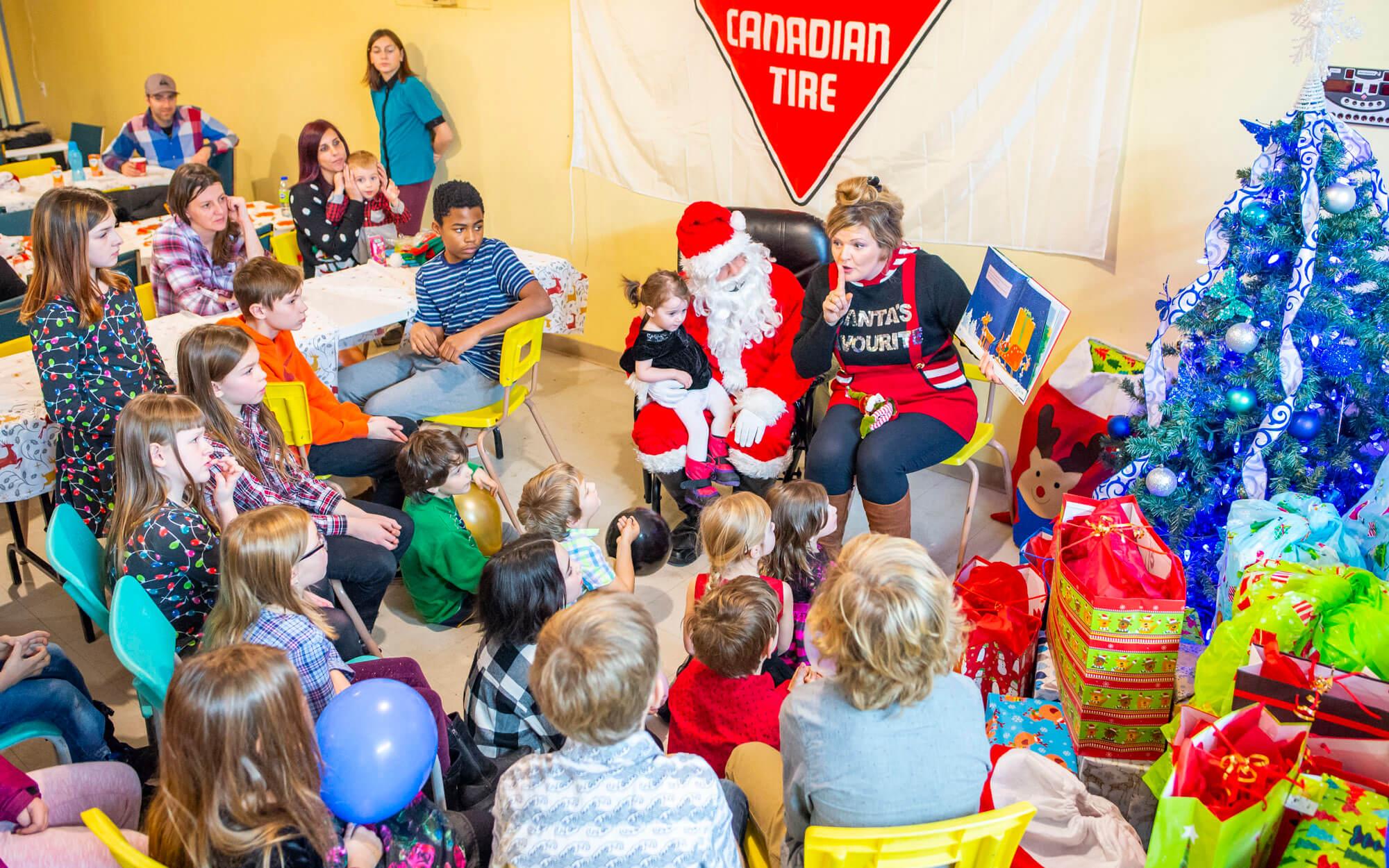 Fête de Noël Maison des Familles de la Matanie Matane père Noël cadeaux