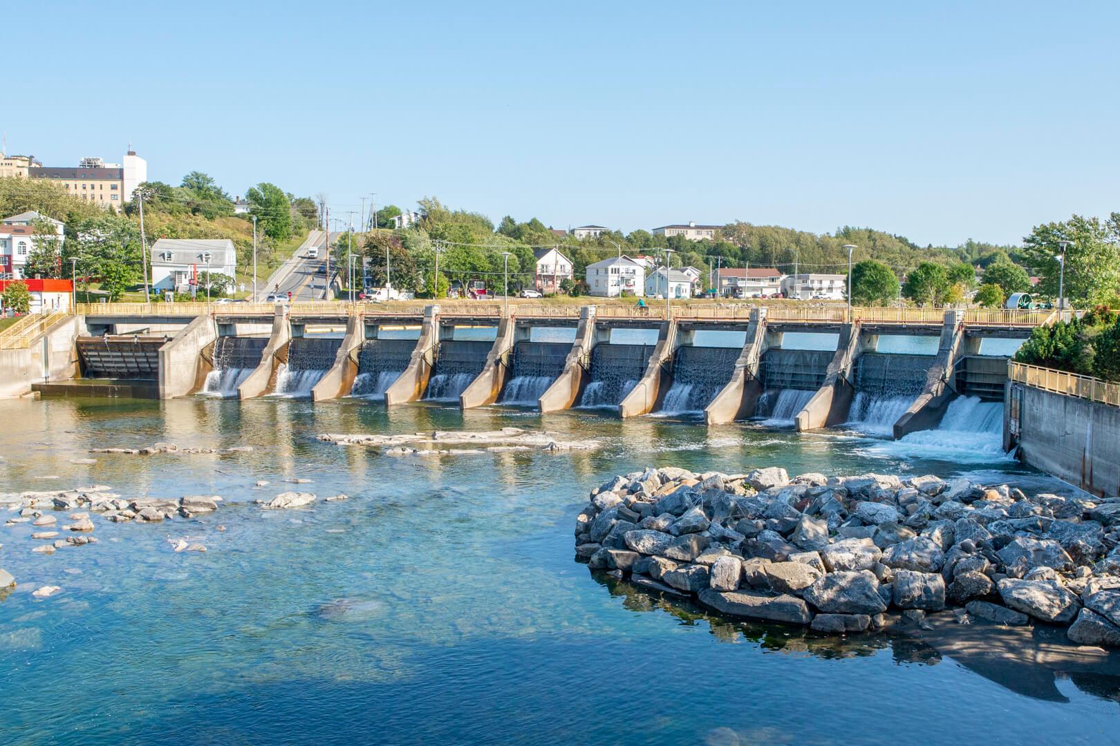 Barrage Mathieu-D'Amours Matane centre-ville passe à saumons