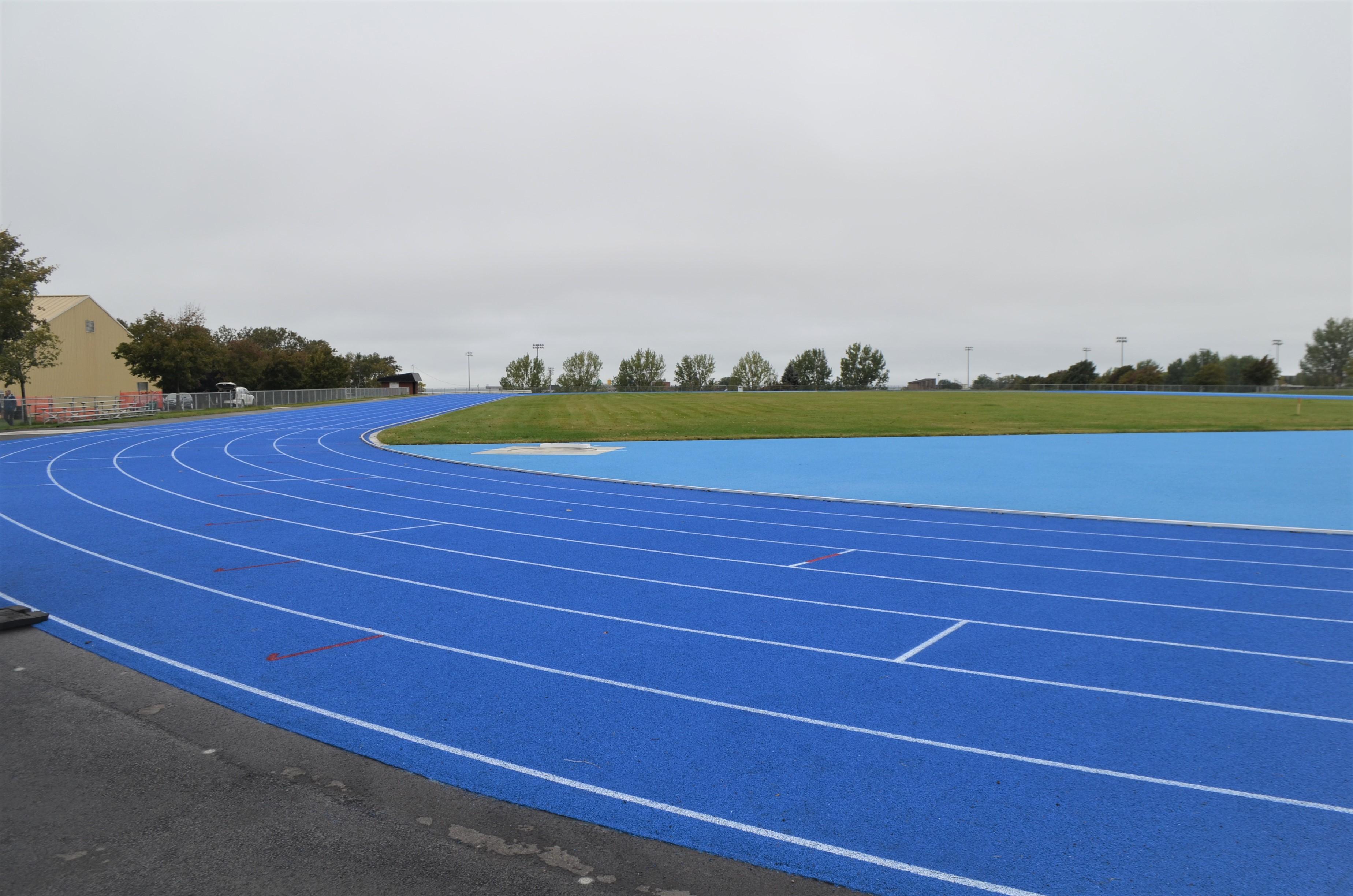 La piste d'athlétisme du complexe Guillaume-Leblanc reconstruite.
