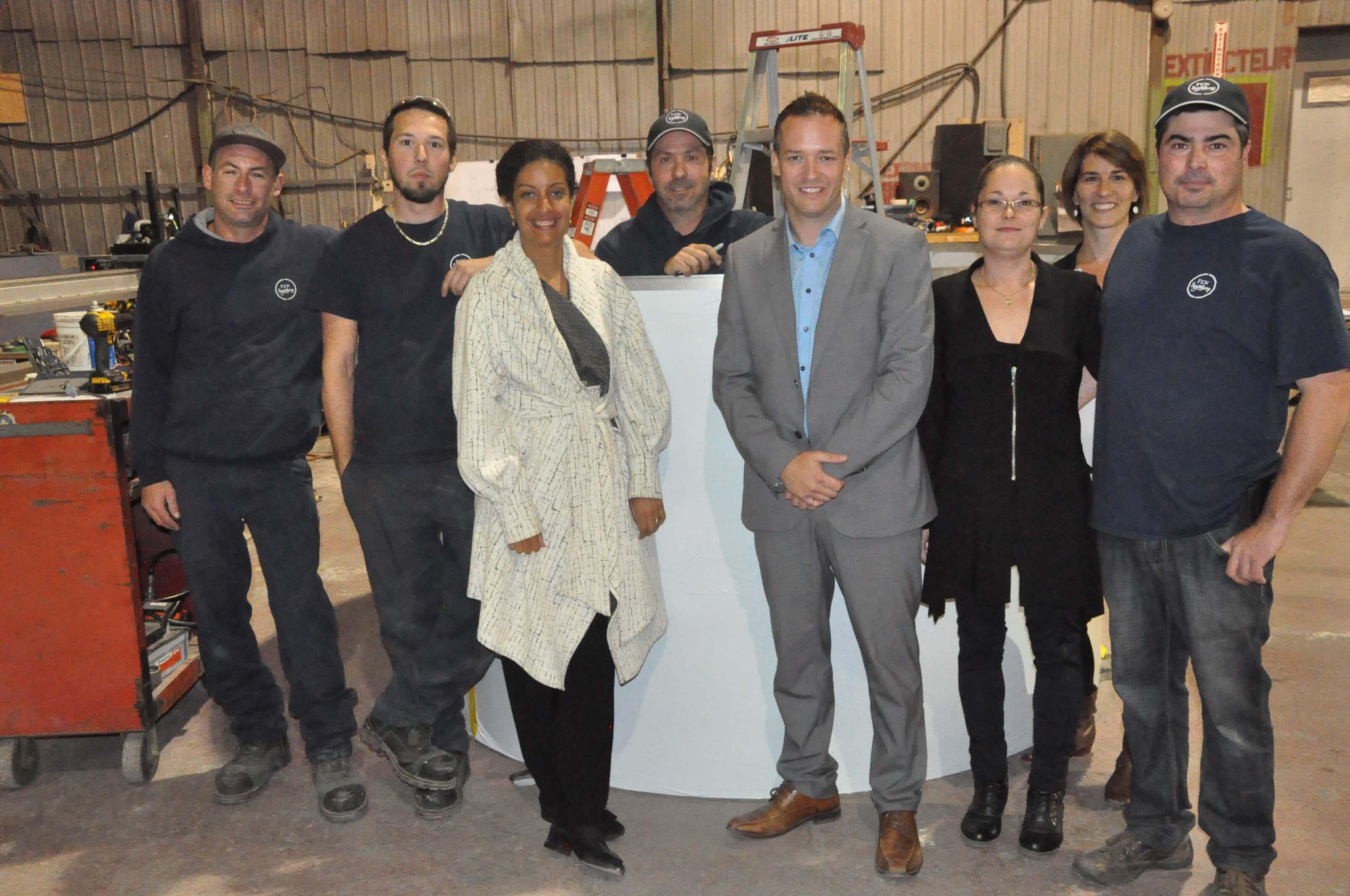 candidat libéral Alexandre Boulay vice-première ministre Dominique Anglade travailleurs usine Inox Signature Sainte-Anne-des-Monts