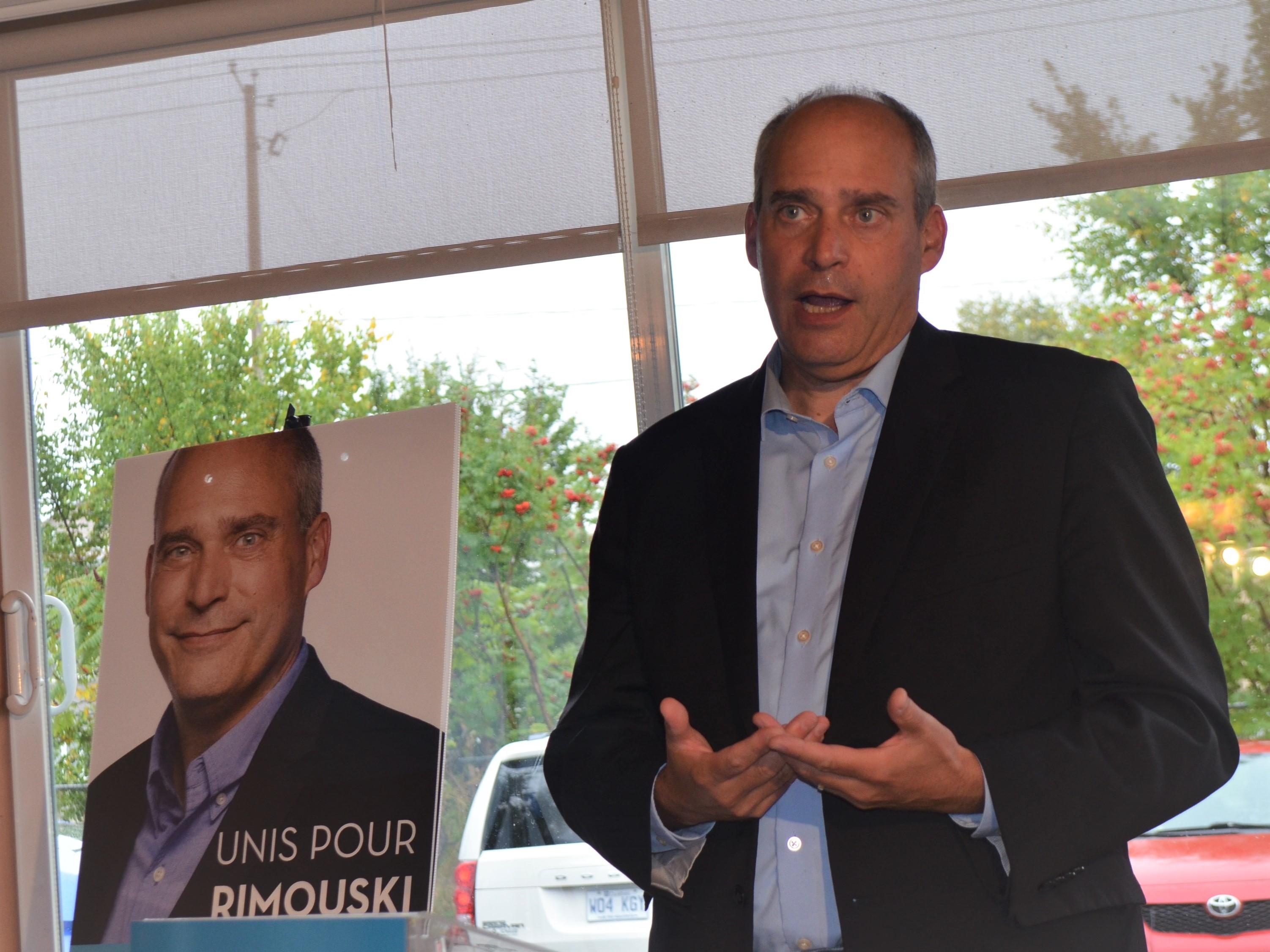 Guy Caron, candidat à la mairie, entend s'attaquer agressivement à la pénurie de logements à Rimouski.
