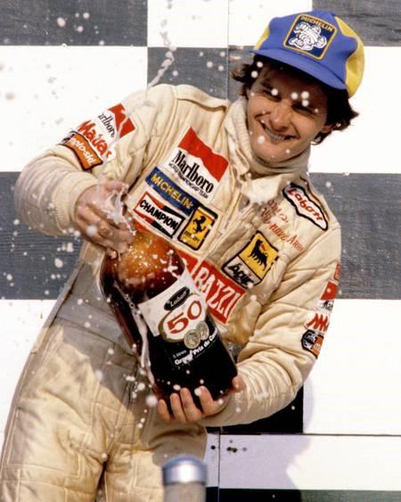 Gilles Villeneuve sur podium