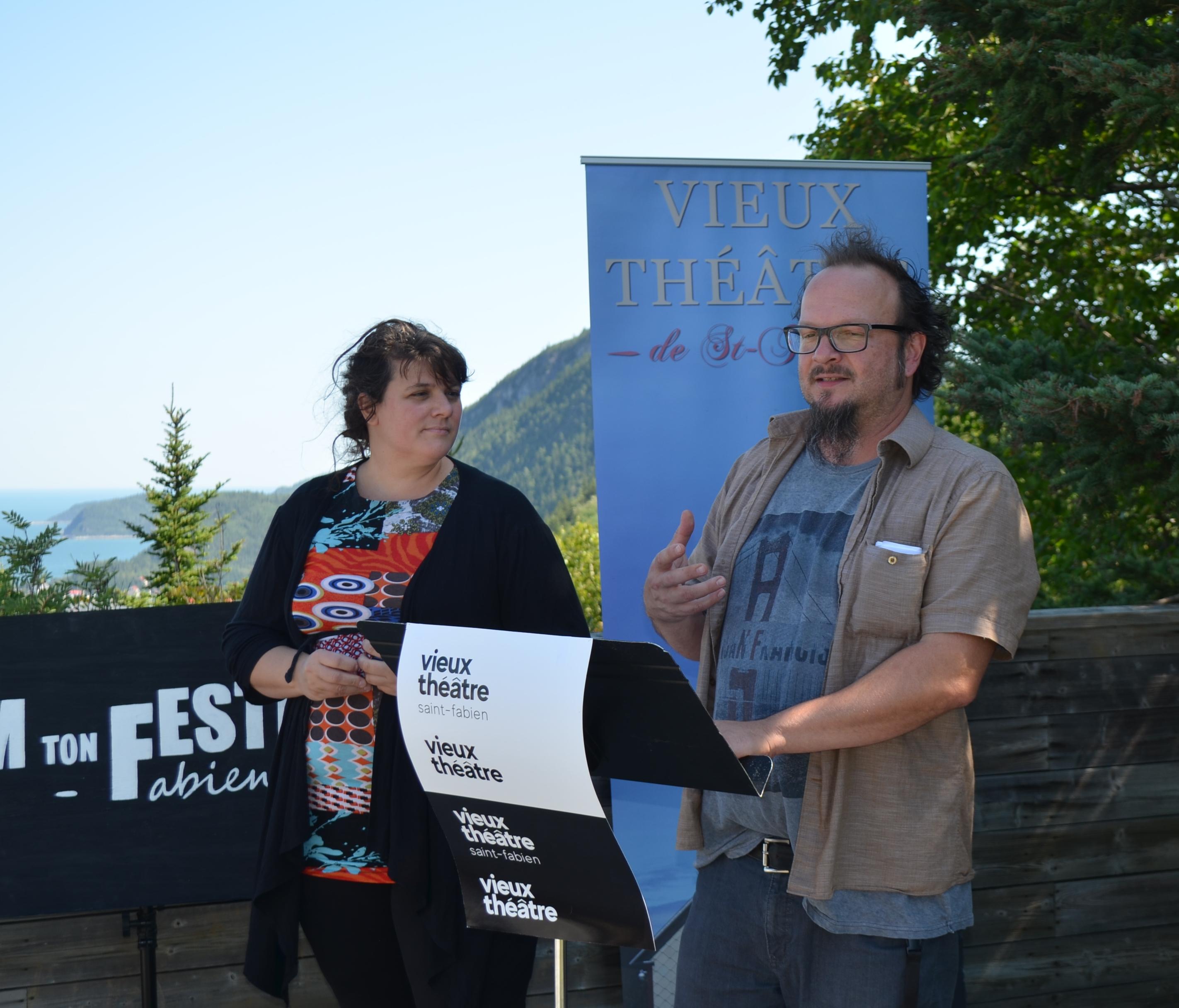 Caroline Jacques et Gervais Bergeron lors du lancement de « Slam ton festival » au Belvédère Raoul Roy à Saint Fabien.