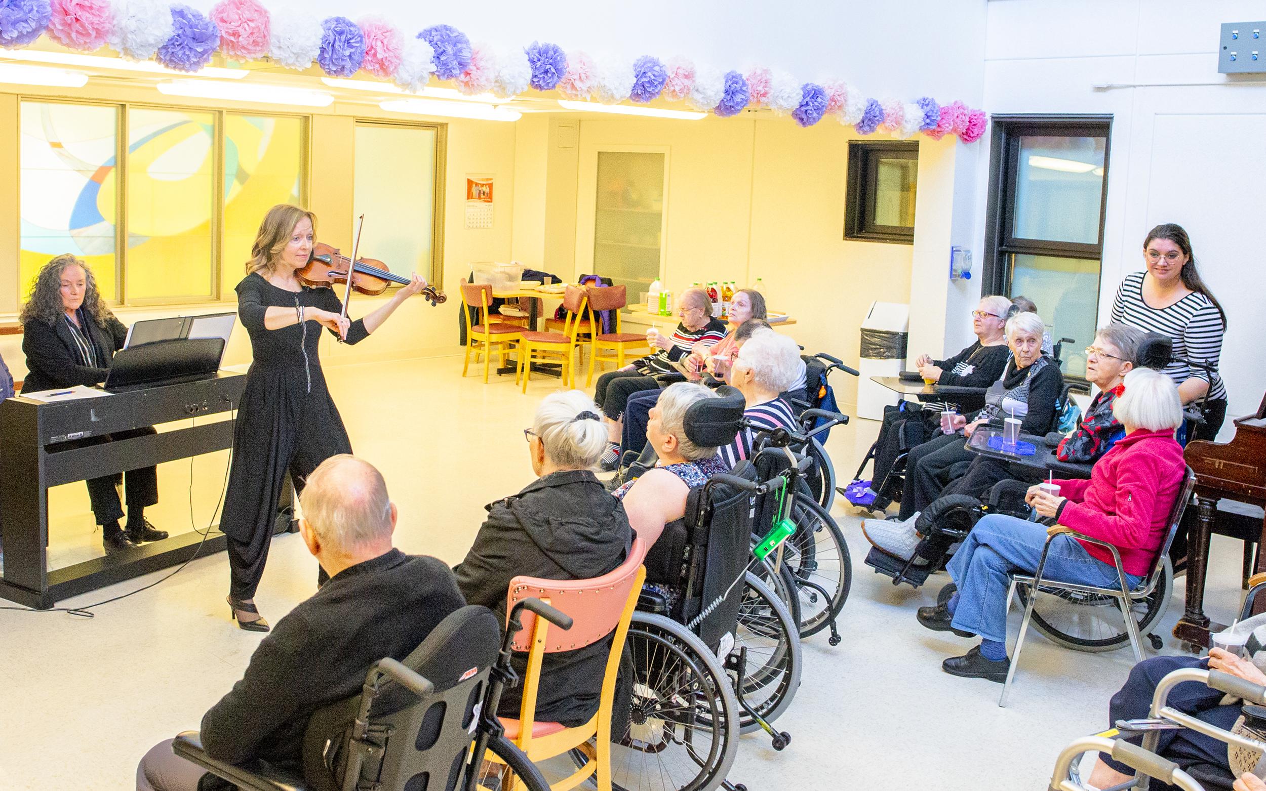 Line Giasson violon concert Matane CHSLD Foyer d'accueil