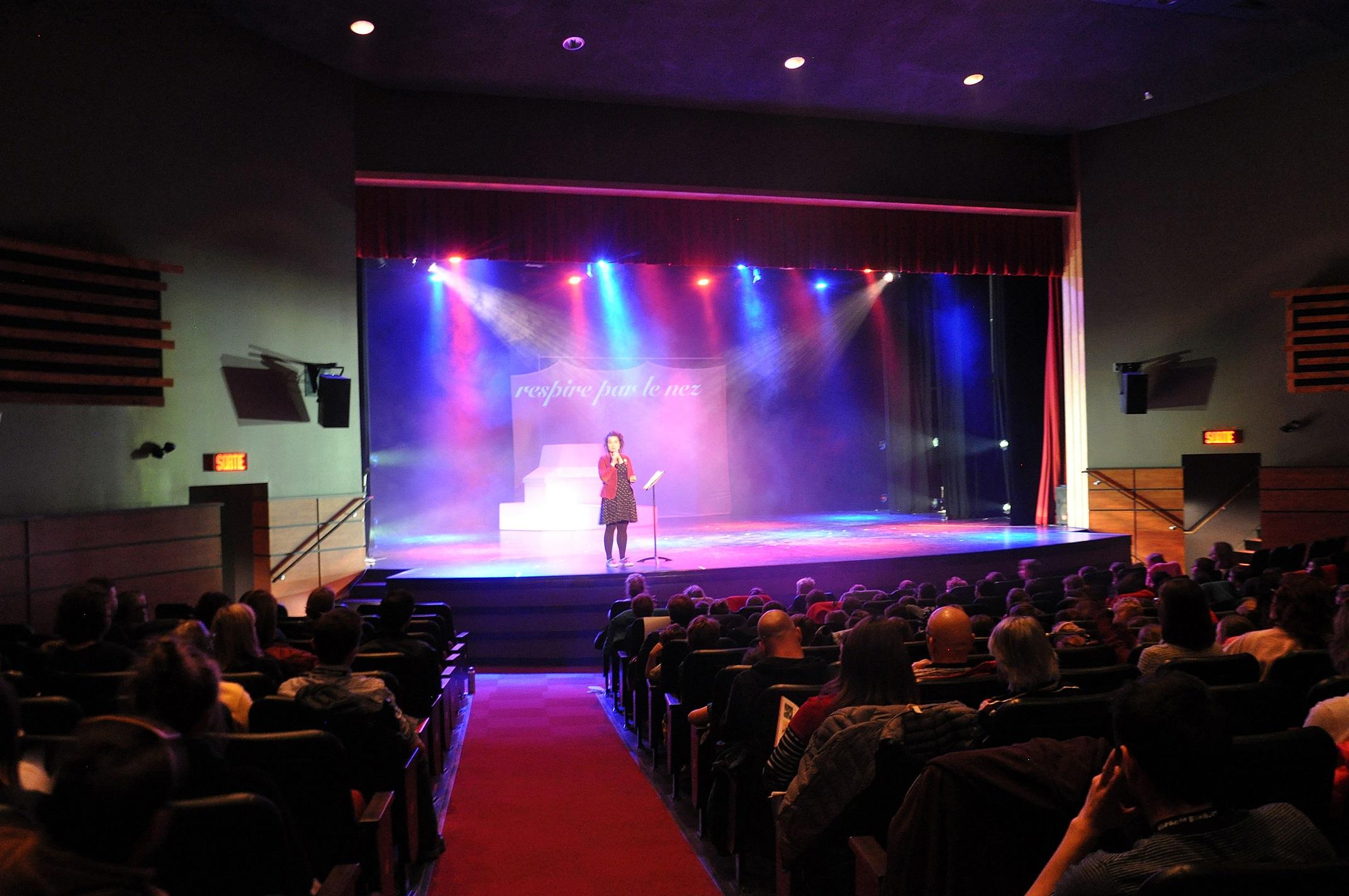 Les vitrines jeunes public ont mis en scène, entre autres, un extrait du spectacle Respire par le nez
