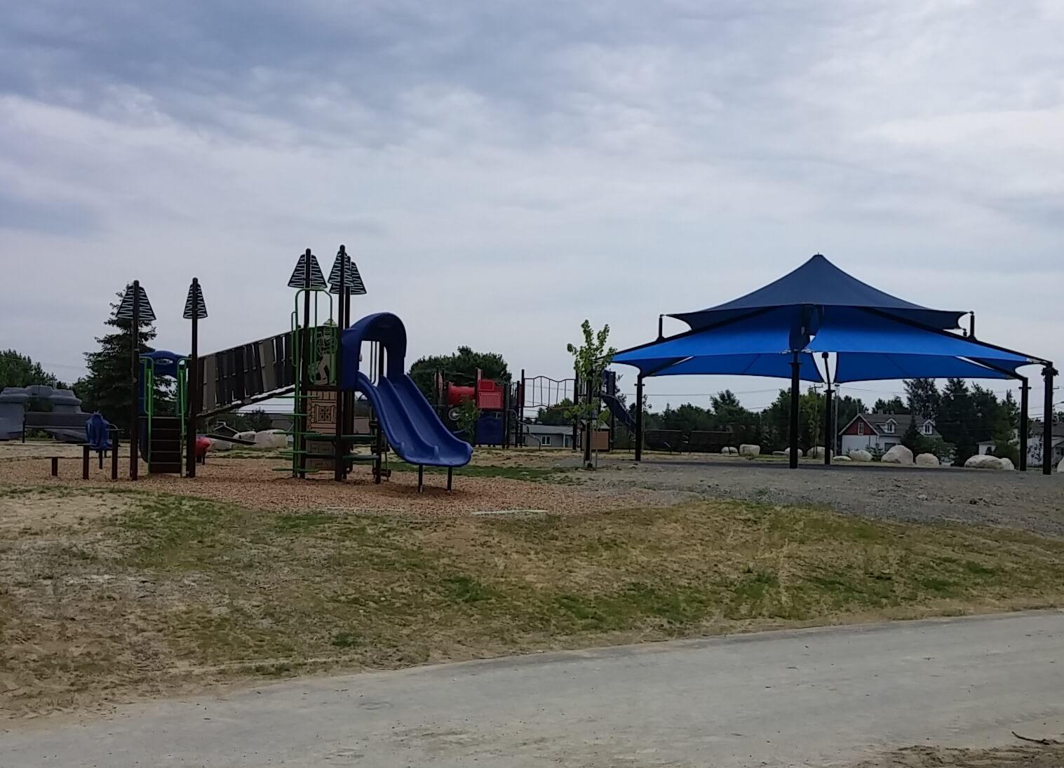 Parc Lions Amos abri