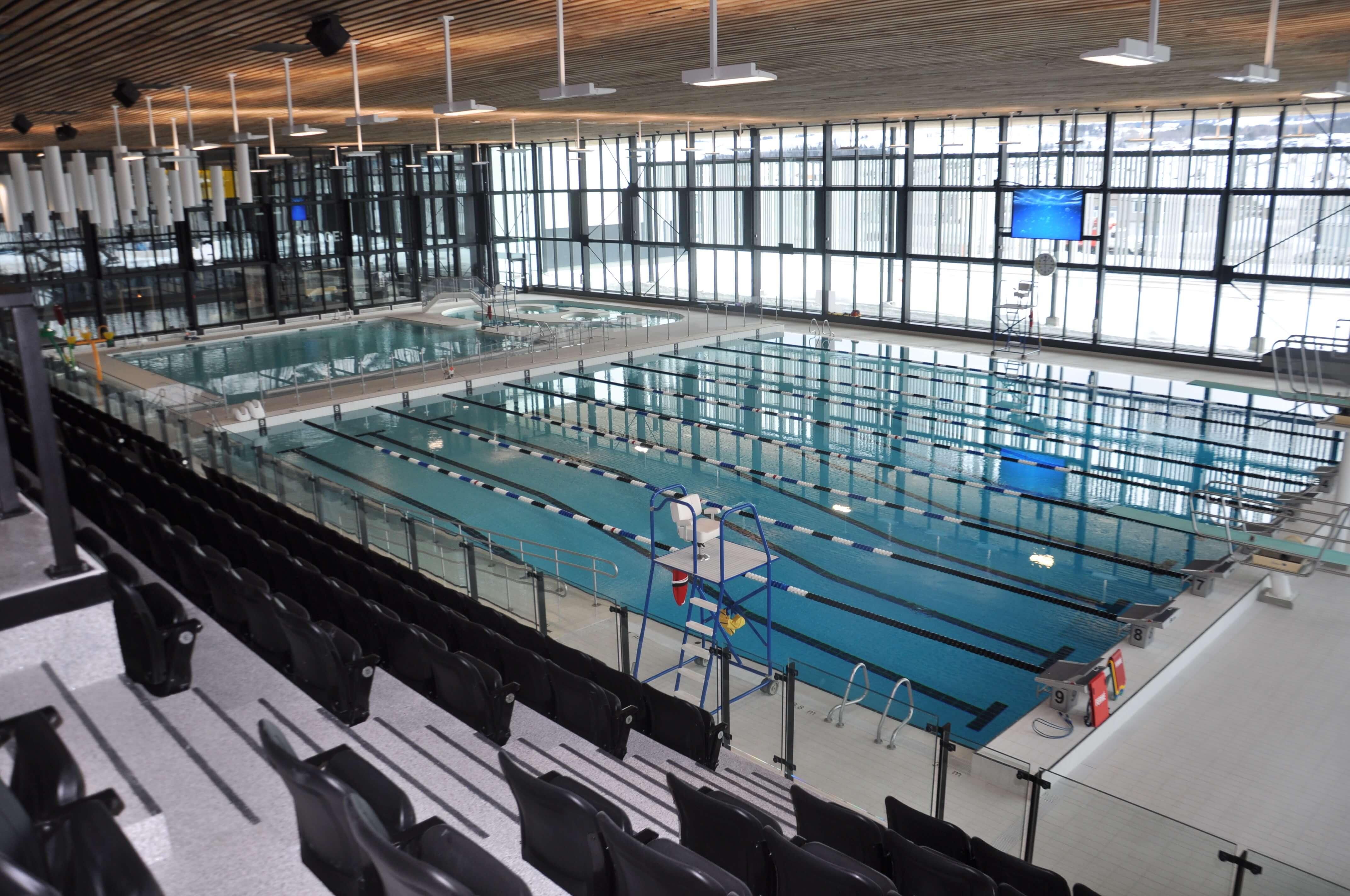 Les deux piscines du complexe Desjardins de Rimouski.