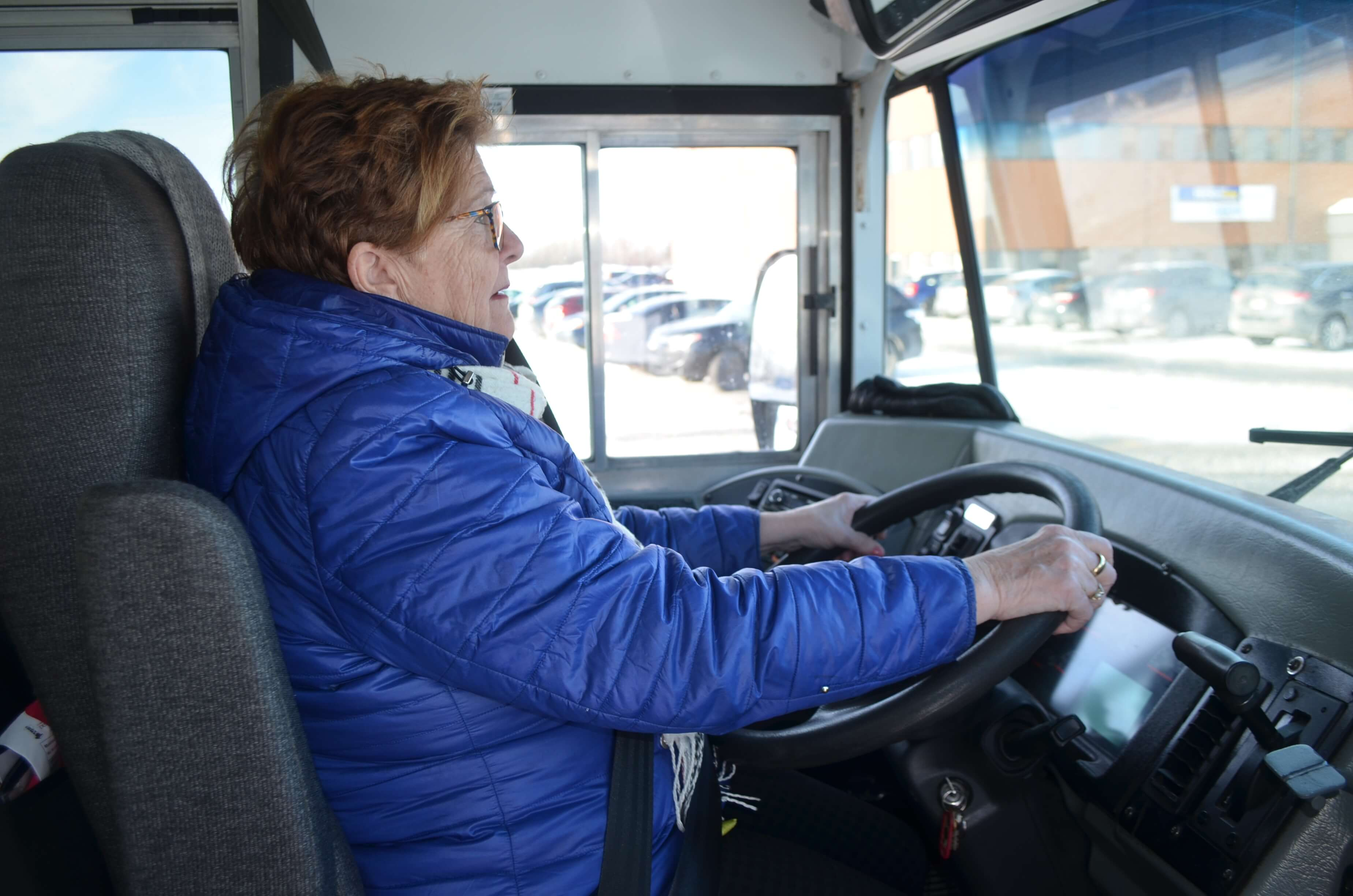 Hélène Fraser, chauffeuse d'autobus depuis 46 ans avec Autobus Dionne inc.