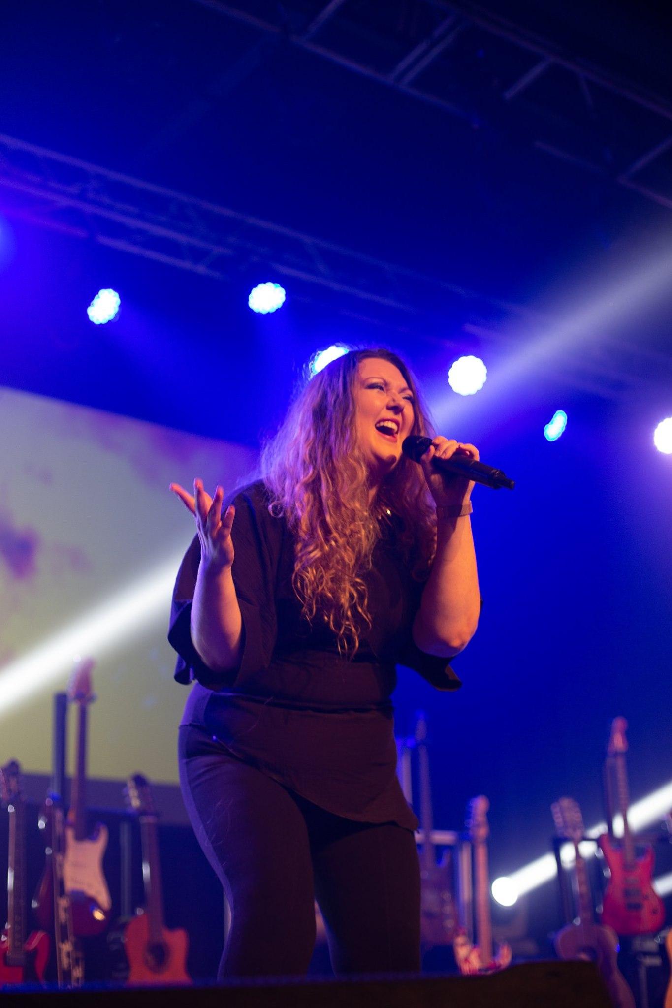 Samanta Crête-Poudrier live