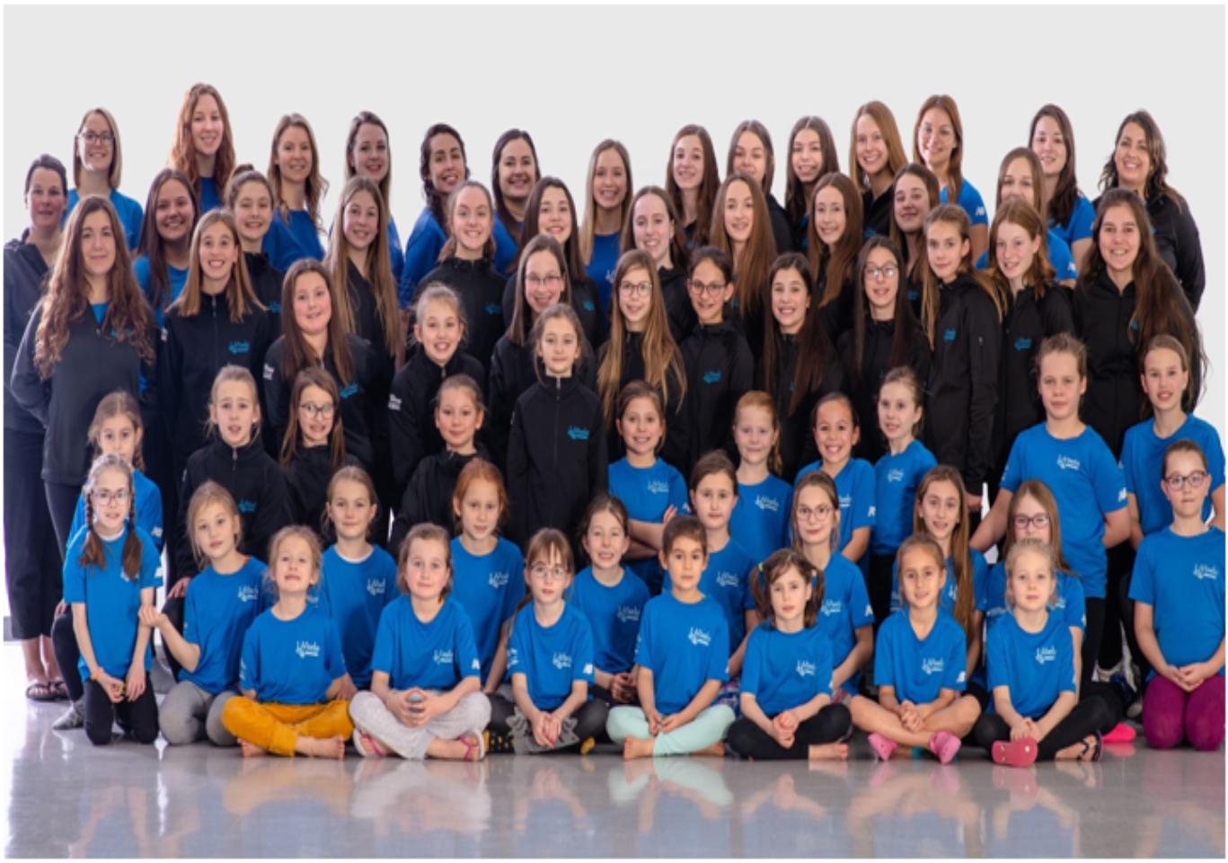 Des nageuses artistiques du club Vivelo participeront à une compétition virtuelle.