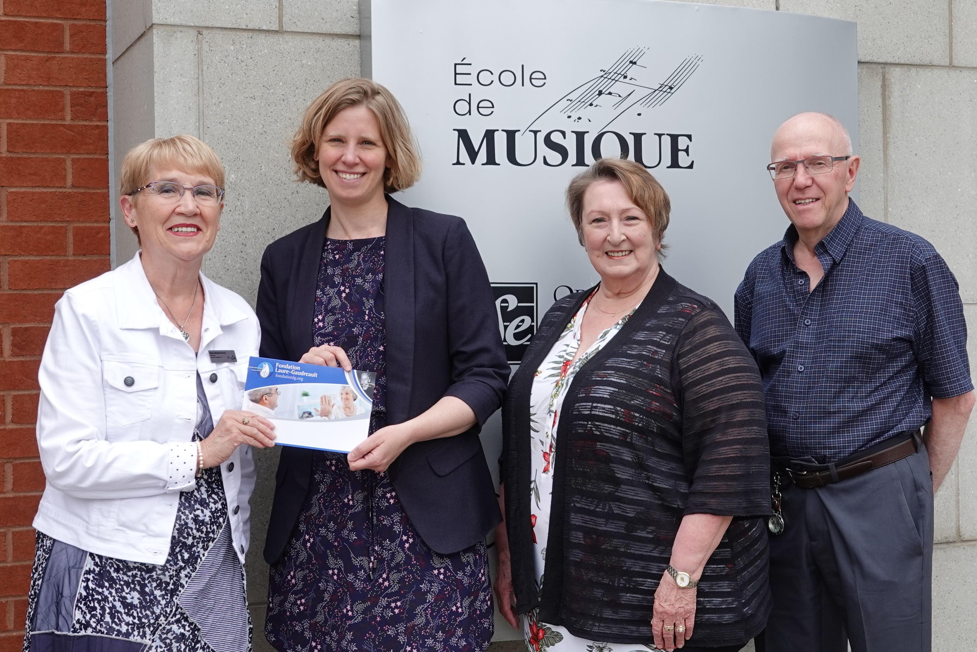 Marie-Marthe Dionne, Julie Quimper, directrice de l'École de musique du Bas-Saint-Laurent, Margot Michaud et Henry Forrest.