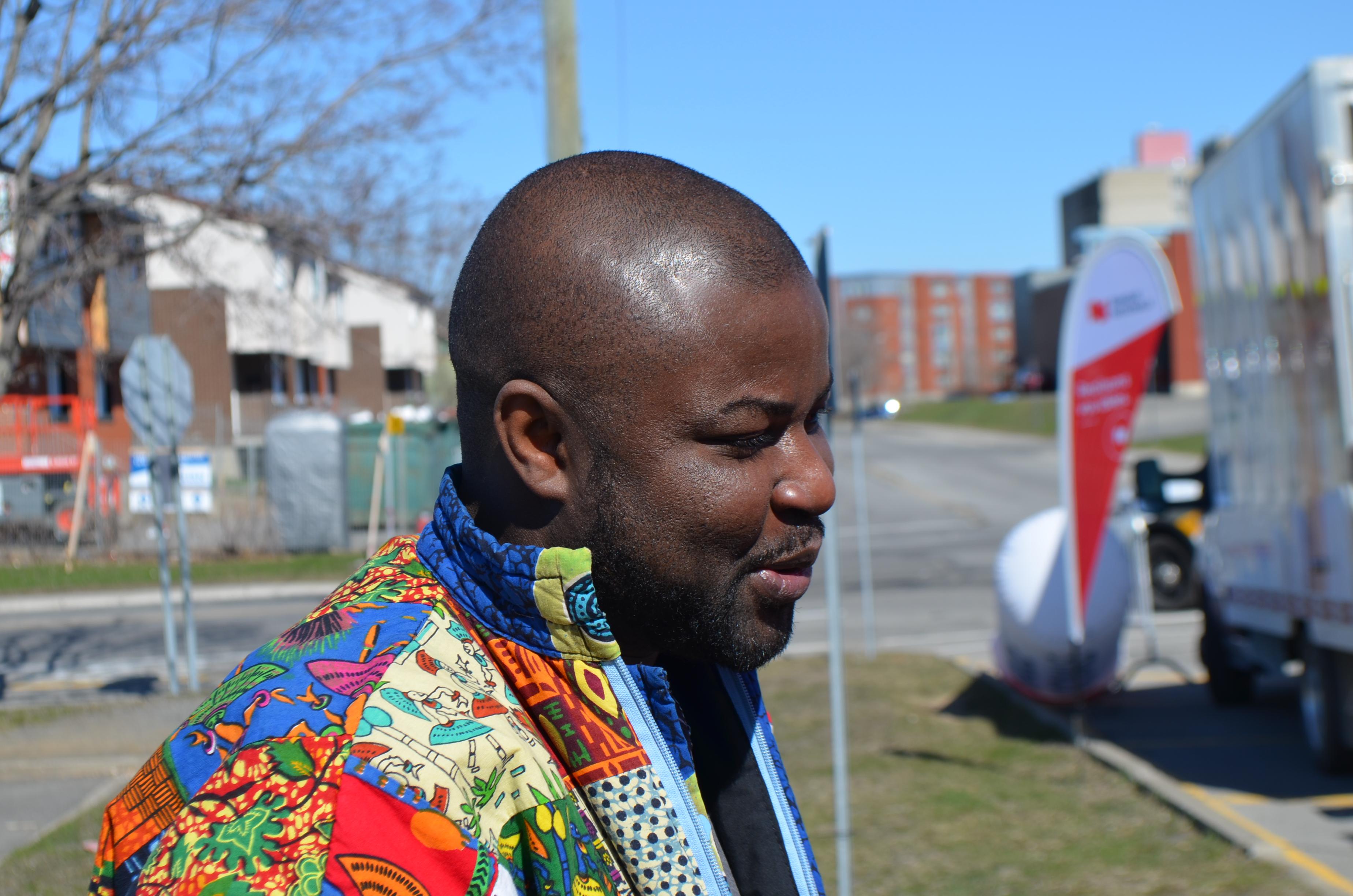 Lenine Nankassa Boucal, fondateur et coordonnateur du Cabaret de la diversité à Rimouski.