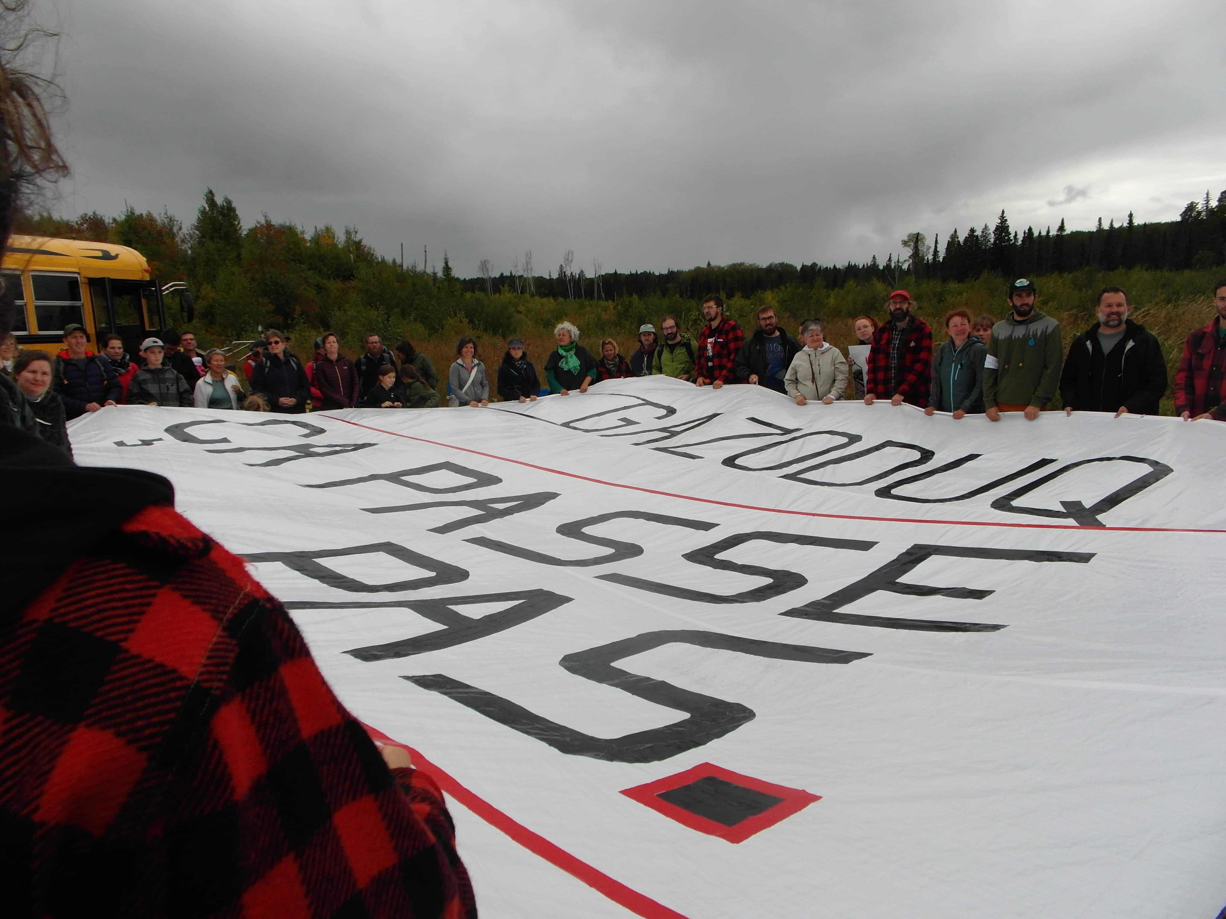 Gazoduq banderole Abitibi Rouyn-Noranda manifestation