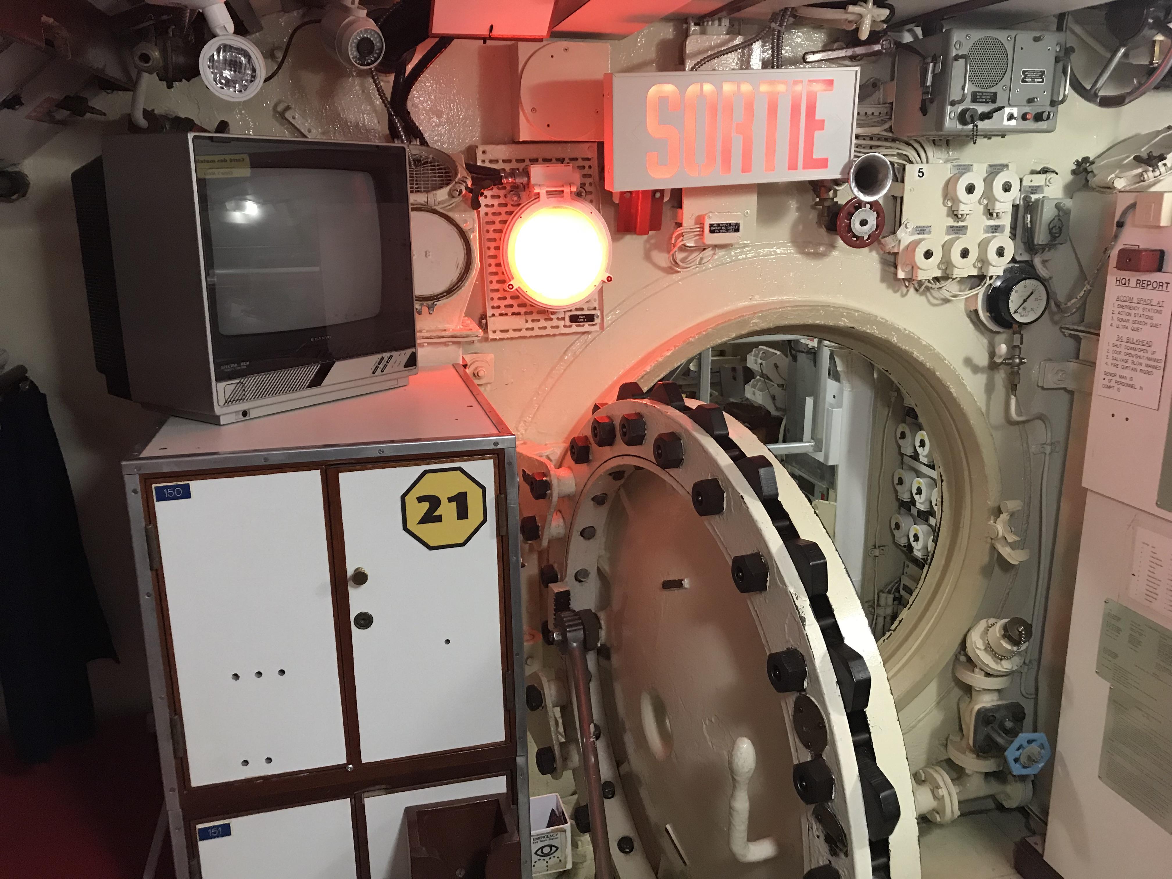 Une écoutille dans le sous-marin