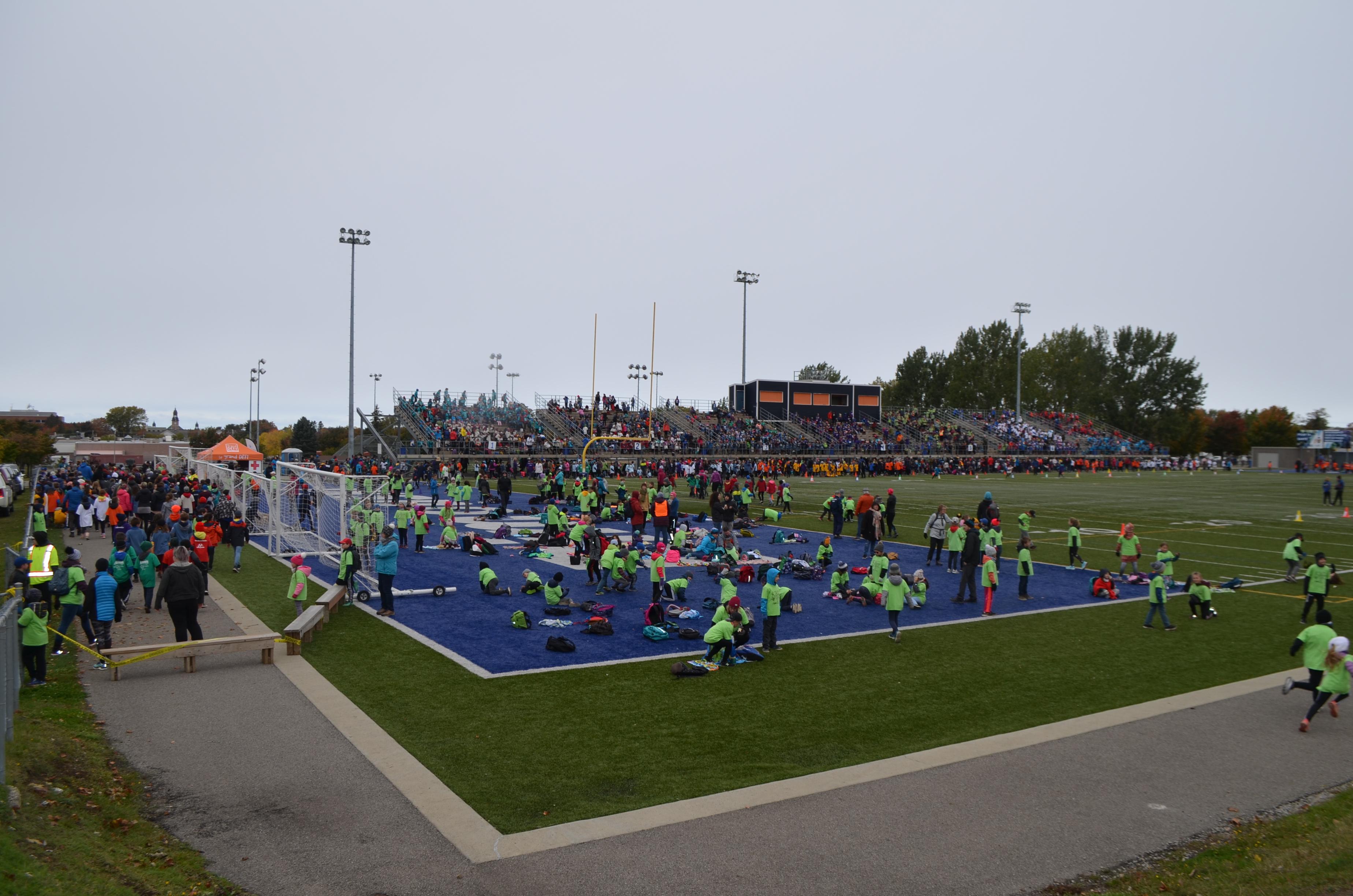 Près de 5 000 élèves provenant de l'ensemble des écoles primaires de la Commission scolaire ont participé au Cross-country 2019.