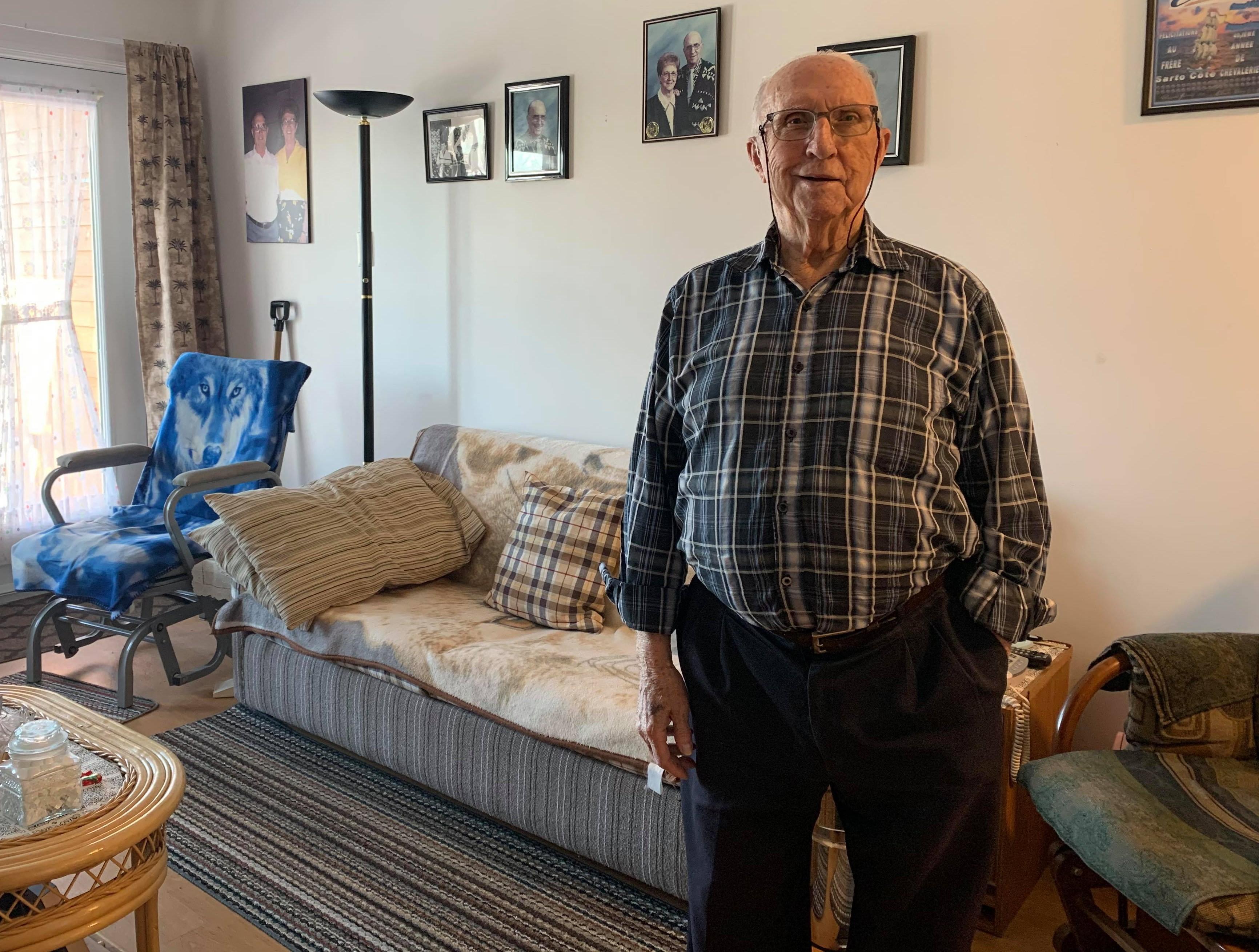 Malgré qu'il ait près de 95 ans, Sarto Côté, de Rimouski, s'organise seul pendant le confinement.