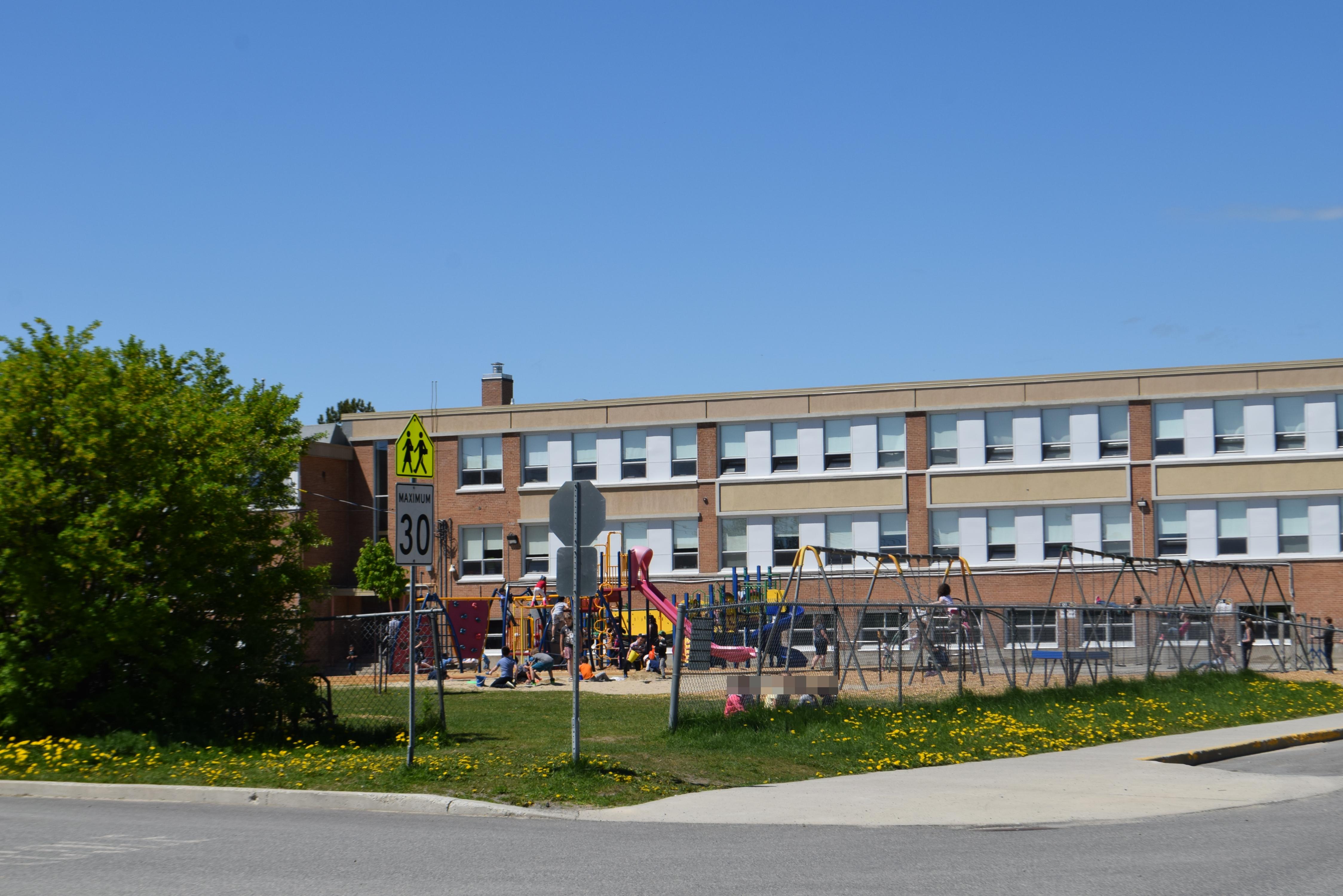Cour école récréation Amos