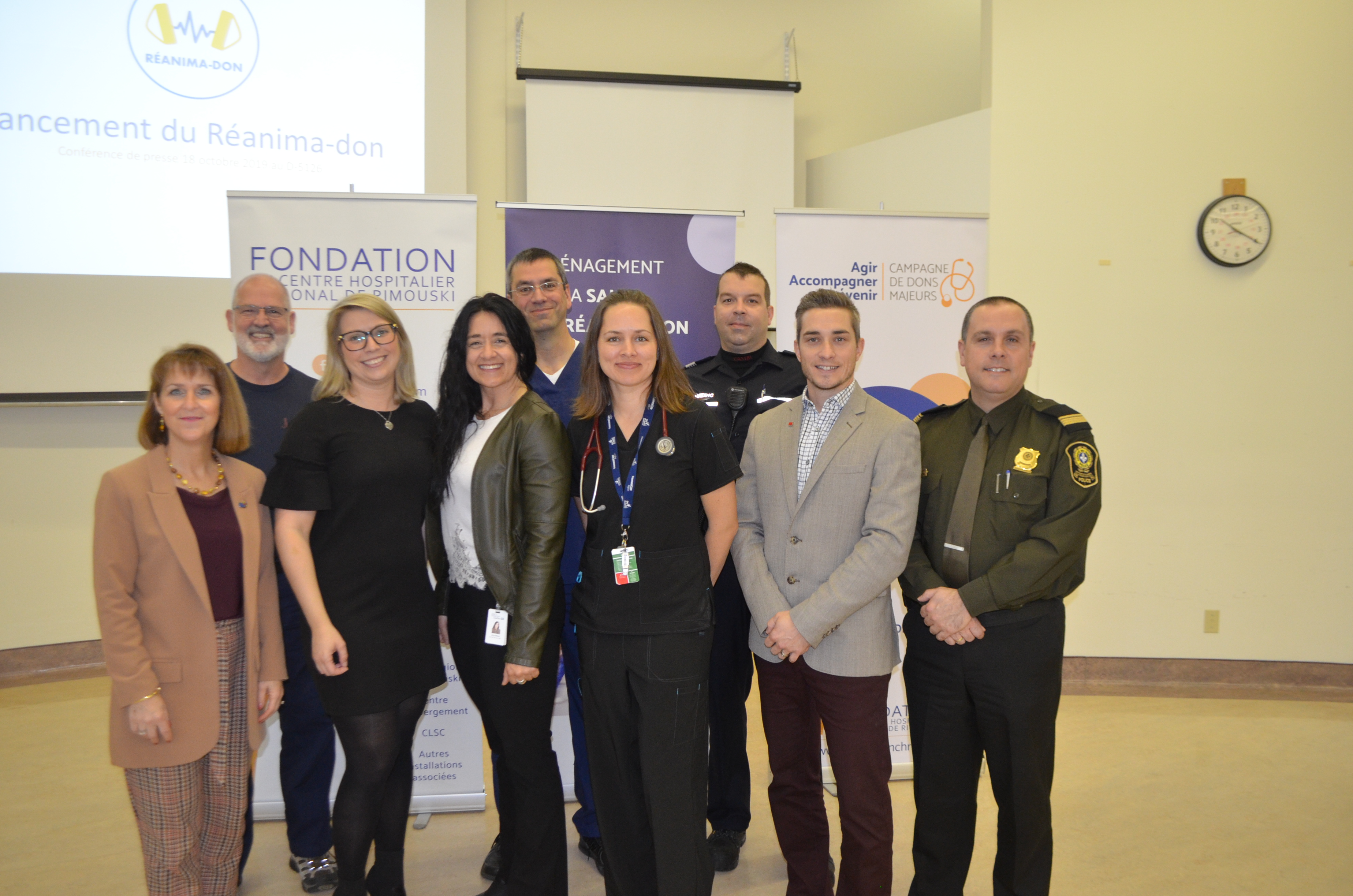 Les représentants du CHRR, de la Fondation de l'Hôpital régional de Rimouski et des  services d'urgence associés au Réanima-don de la Fondation du CHRR.