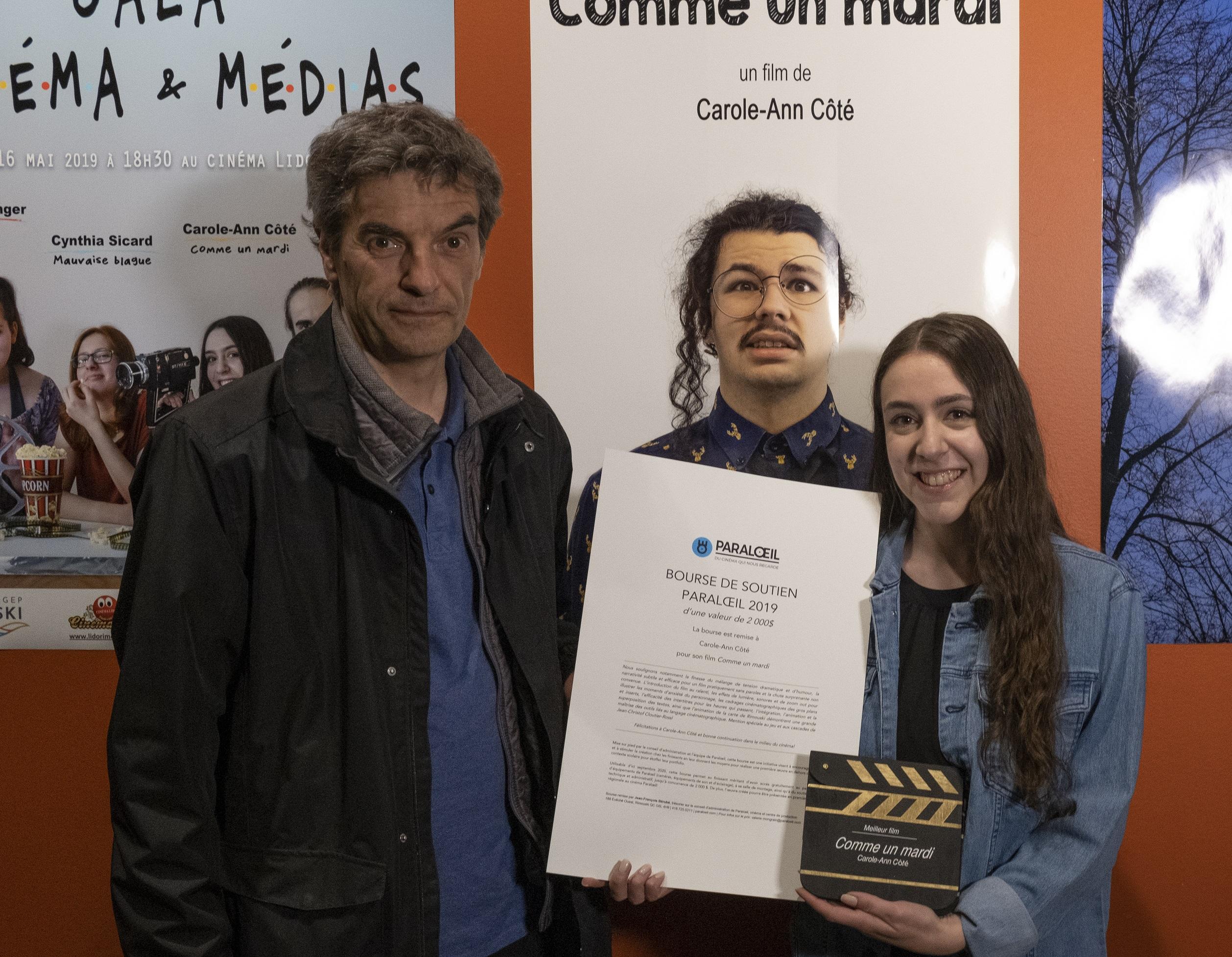 Jean-François Bérubé, de Paraloeil et Carole-Ann Côté, finissante de l'option Cinéma et médias