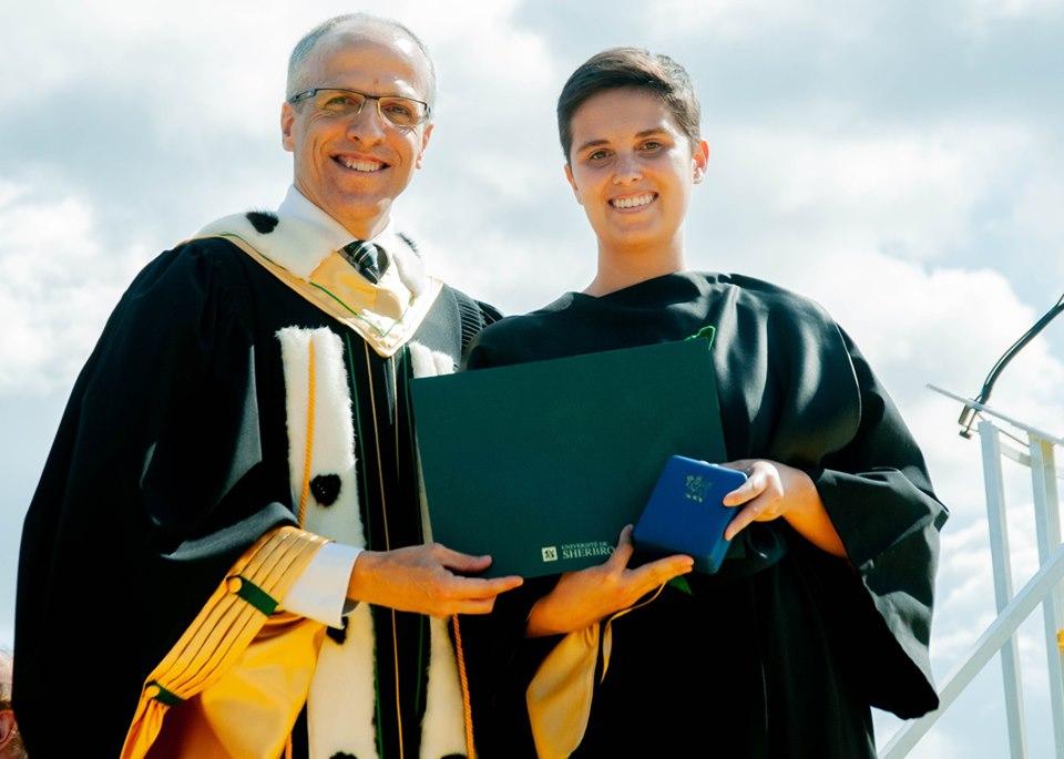 remise de diplôme et médaille