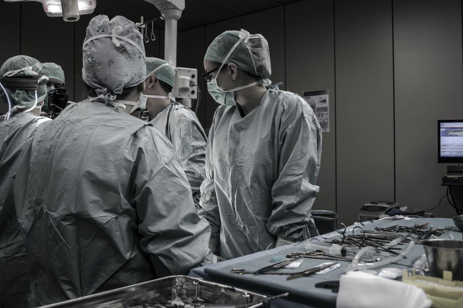 Personnel médical - Le Centre Hospitalier régional de Rimouski connaît ses deux premiers cas d'infection de la COVID à l'interne depuis le début de la pandémie.