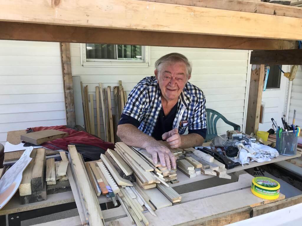 Jean Guy Bellemare, un résident de 72 ans de Saint-Charles-Borromée , a construit un village entier miniature dans son jardin.