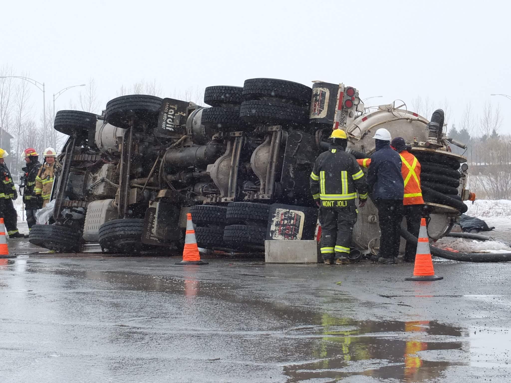 Camion lourd renversé Mont-Joli